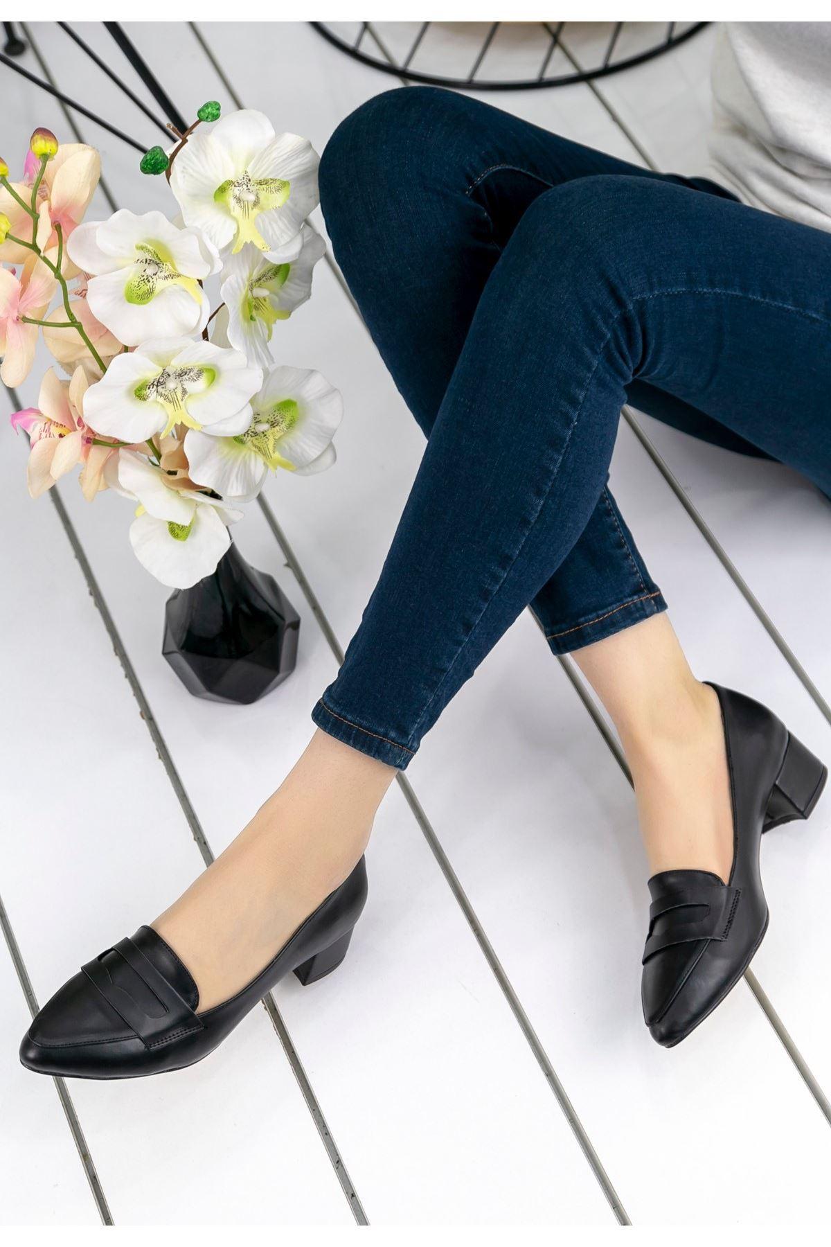 Reyna Siyah Cilt Topuklu Ayakkabı