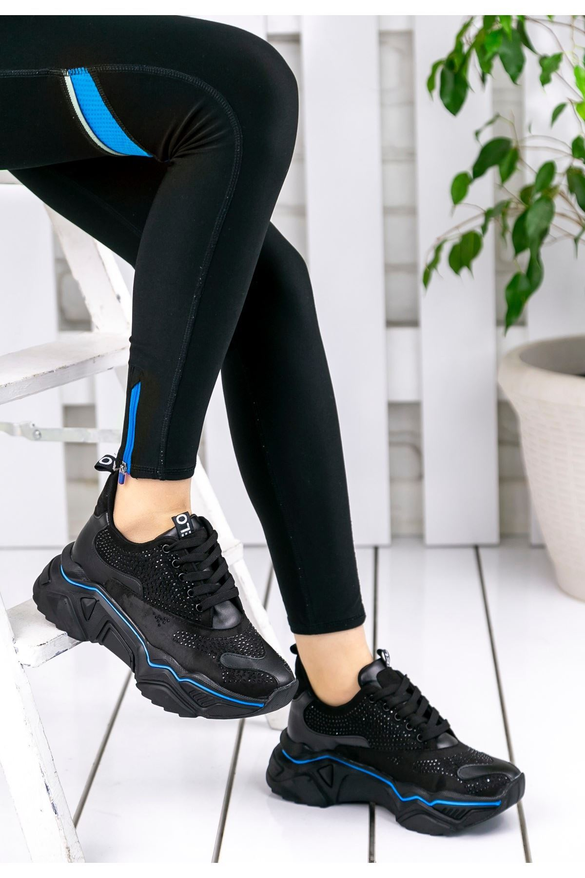 Vira Siyah Süet Mavi Şeritli Spor Ayakkabı