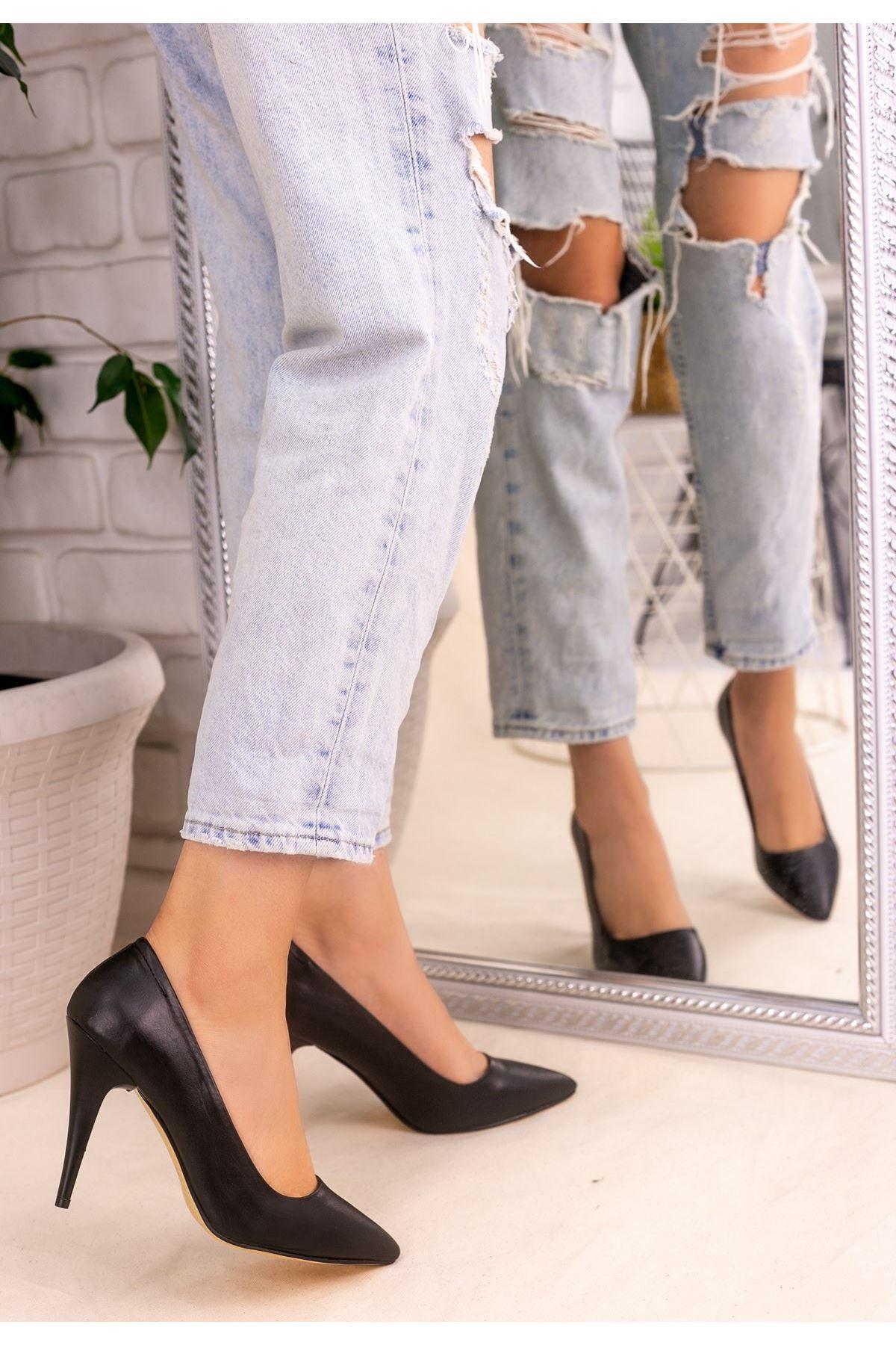 Revaxi Siyah Cilt Stiletto Ayakkabı