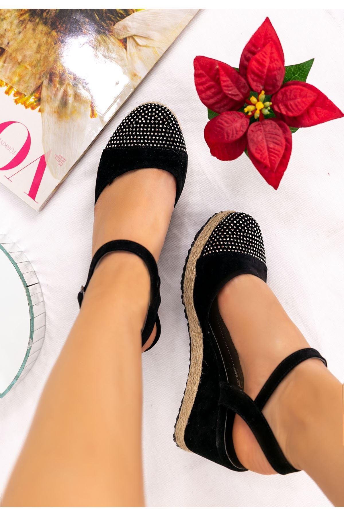 Neyma Siyah Süet Boncuk İşlemeli Sandalet
