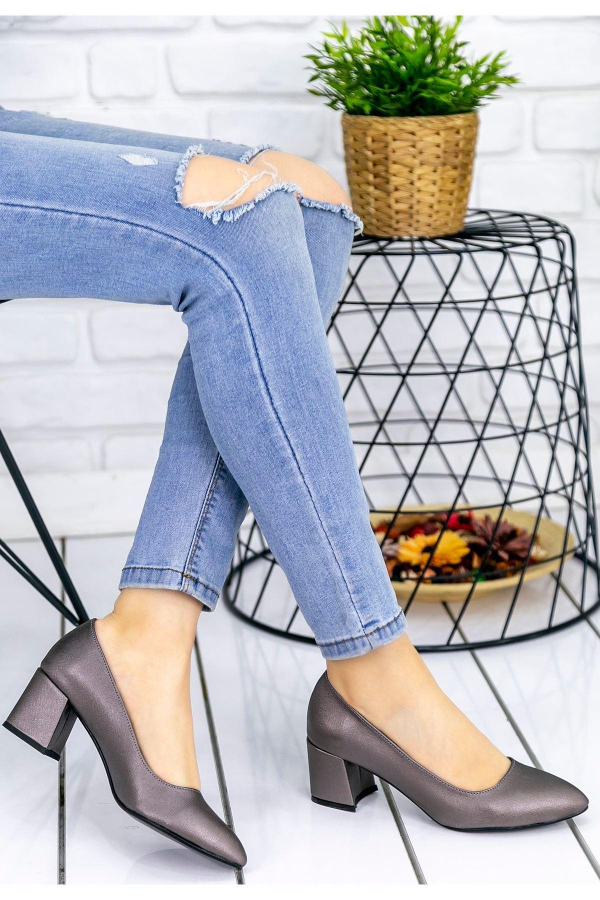 Sever Platin Cilt Topuklu Ayakkabı
