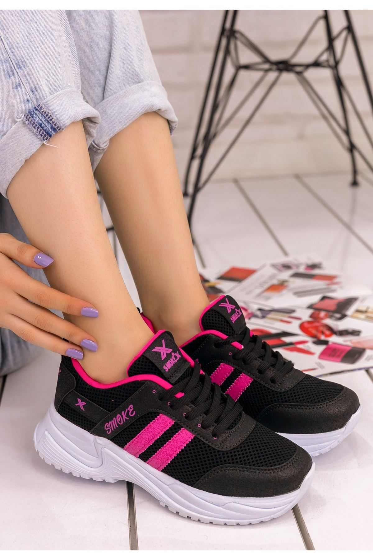 Kelsi Siyah Cilt Fuşya Şeritli Spor Ayakkabı