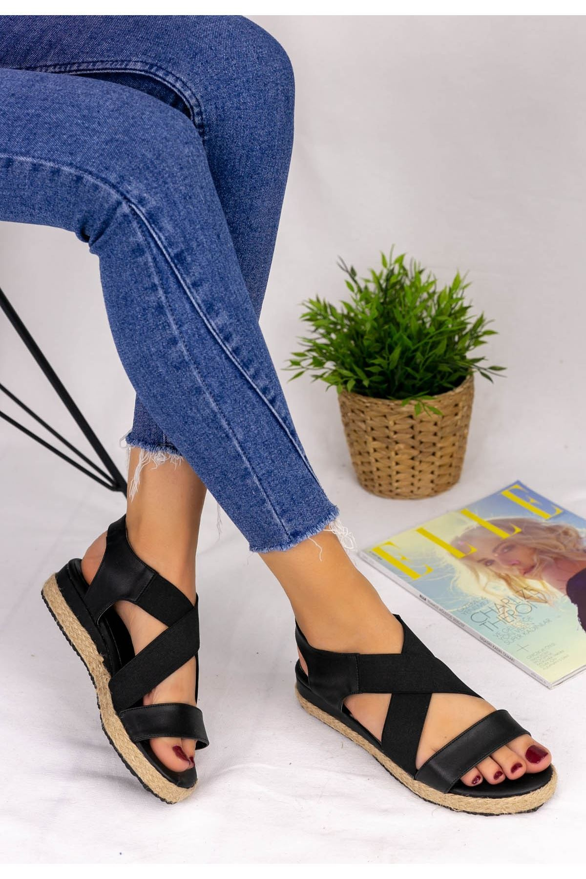 Teylo Siyah Cilt Sandalet