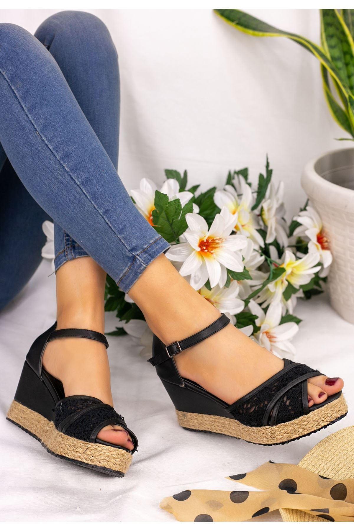 Inezi Siyah Cilt Sandalet