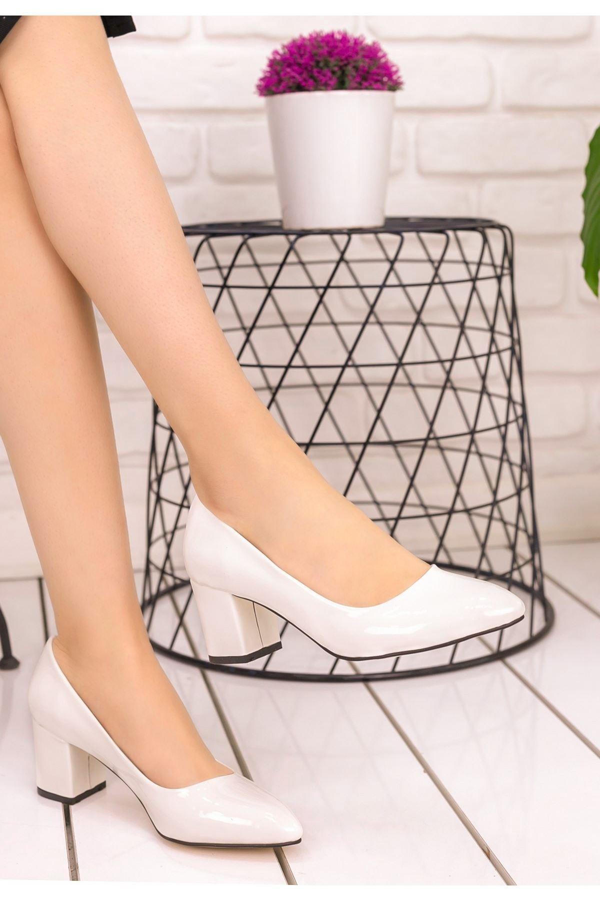 Lehisa Beyaz Rugan Topuklu Ayakkabı