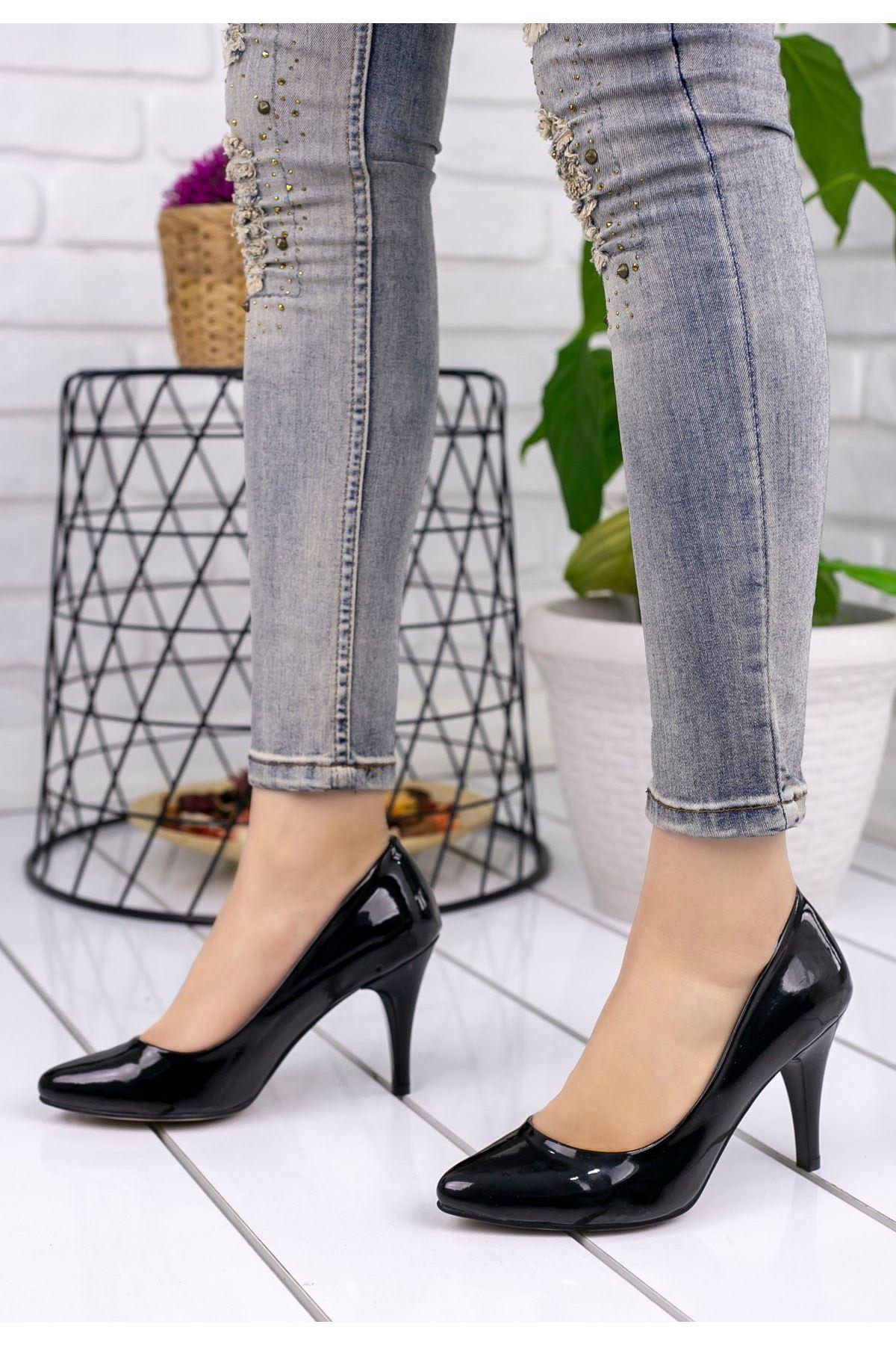 Veran Siyah Rugan Stiletto Ayakkabı