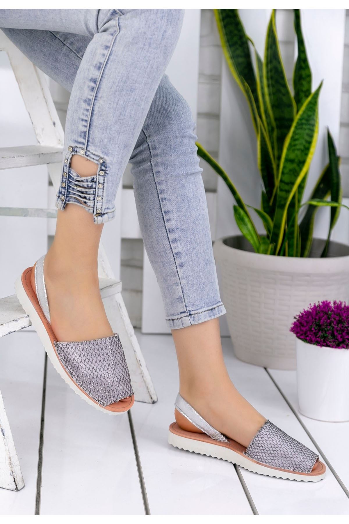 Samiye Gümüş Desenli Sandalet