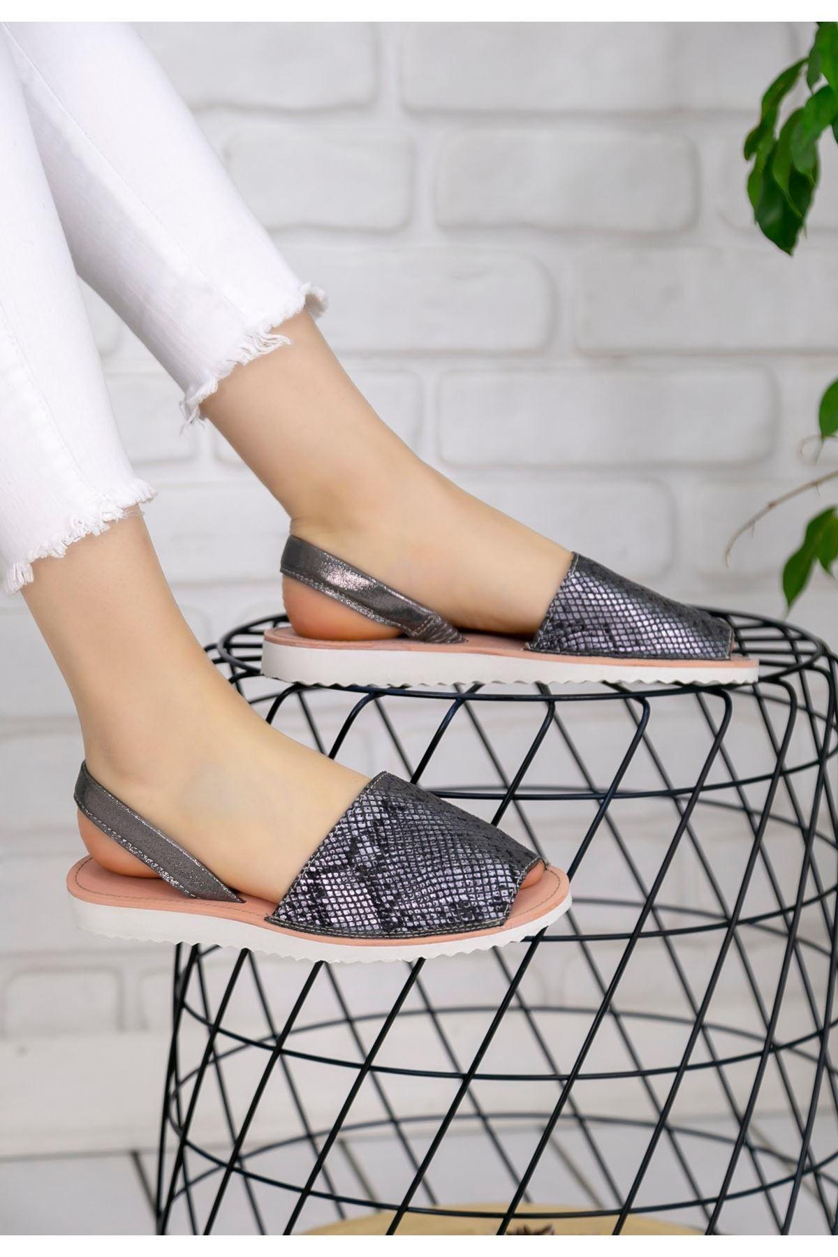 Samiye Platin Cilt Desenli Sandalet