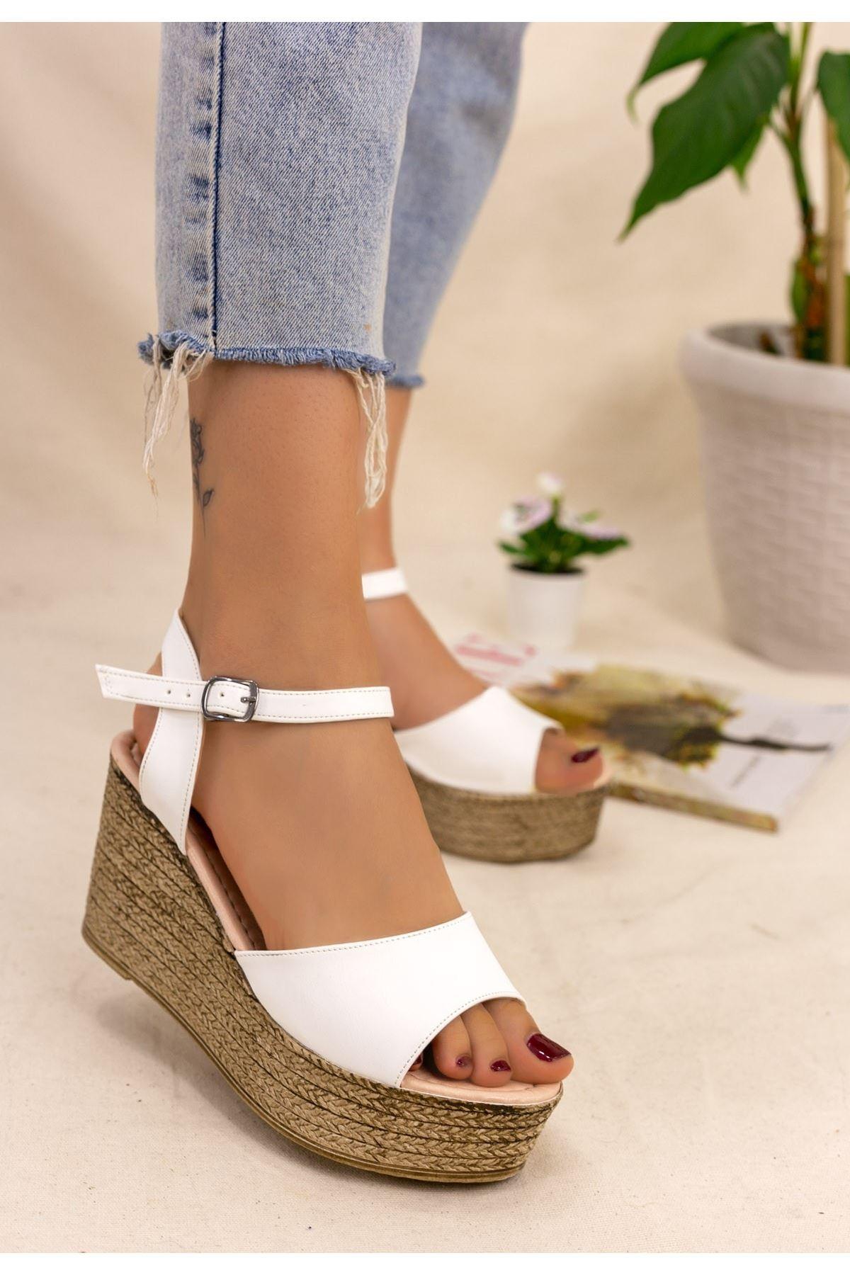 Olivie Beyaz Cilt Dolgu Topuk Sandalet