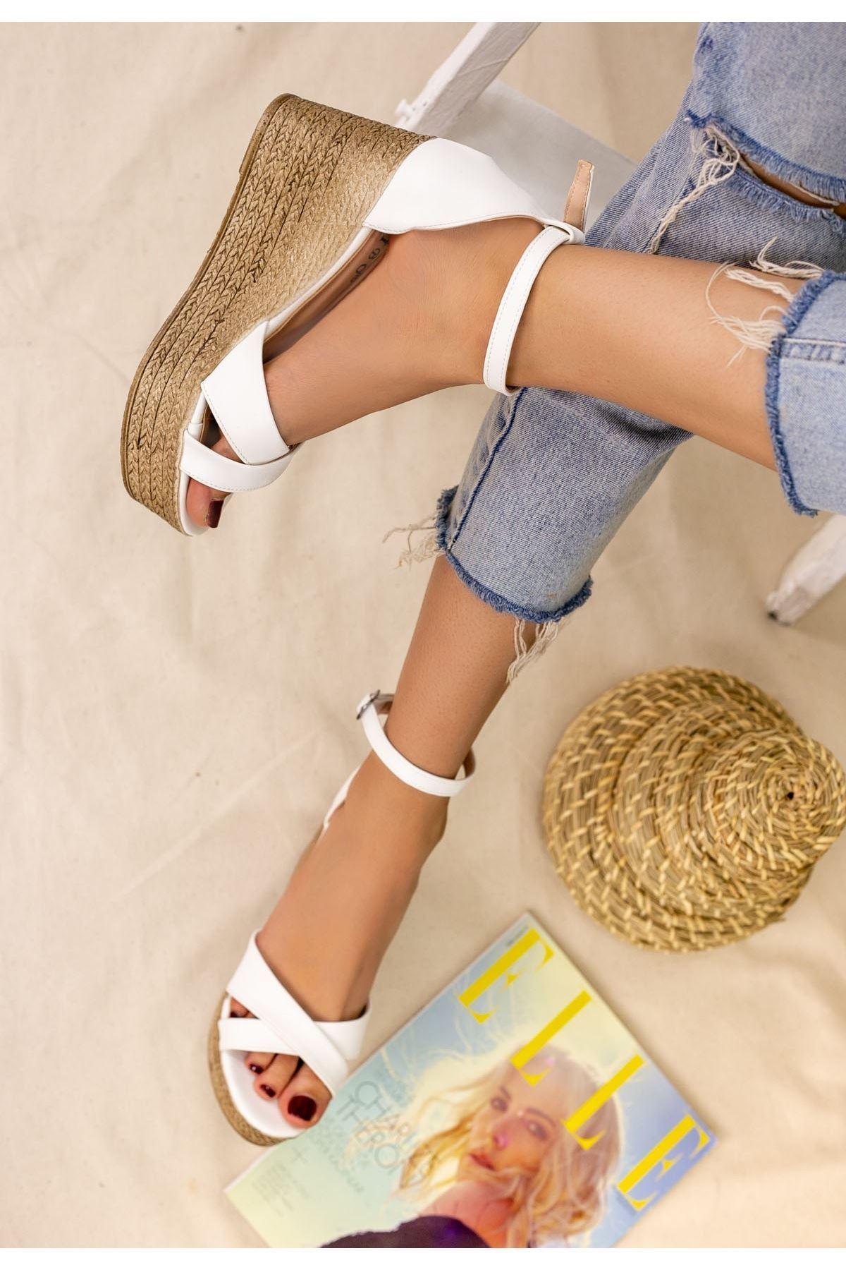 Kaly Beyaz Cilt Dolgu Topuk Sandalet