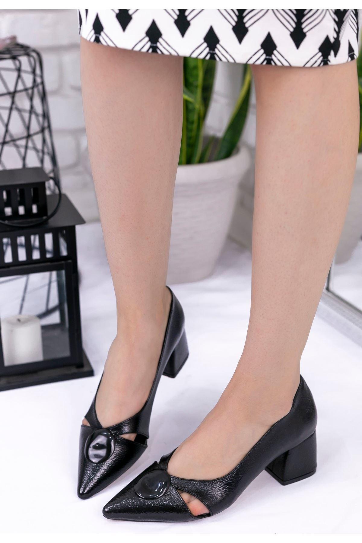 Melvi Siyah Rugan Desenli Topuklu Ayakkabı