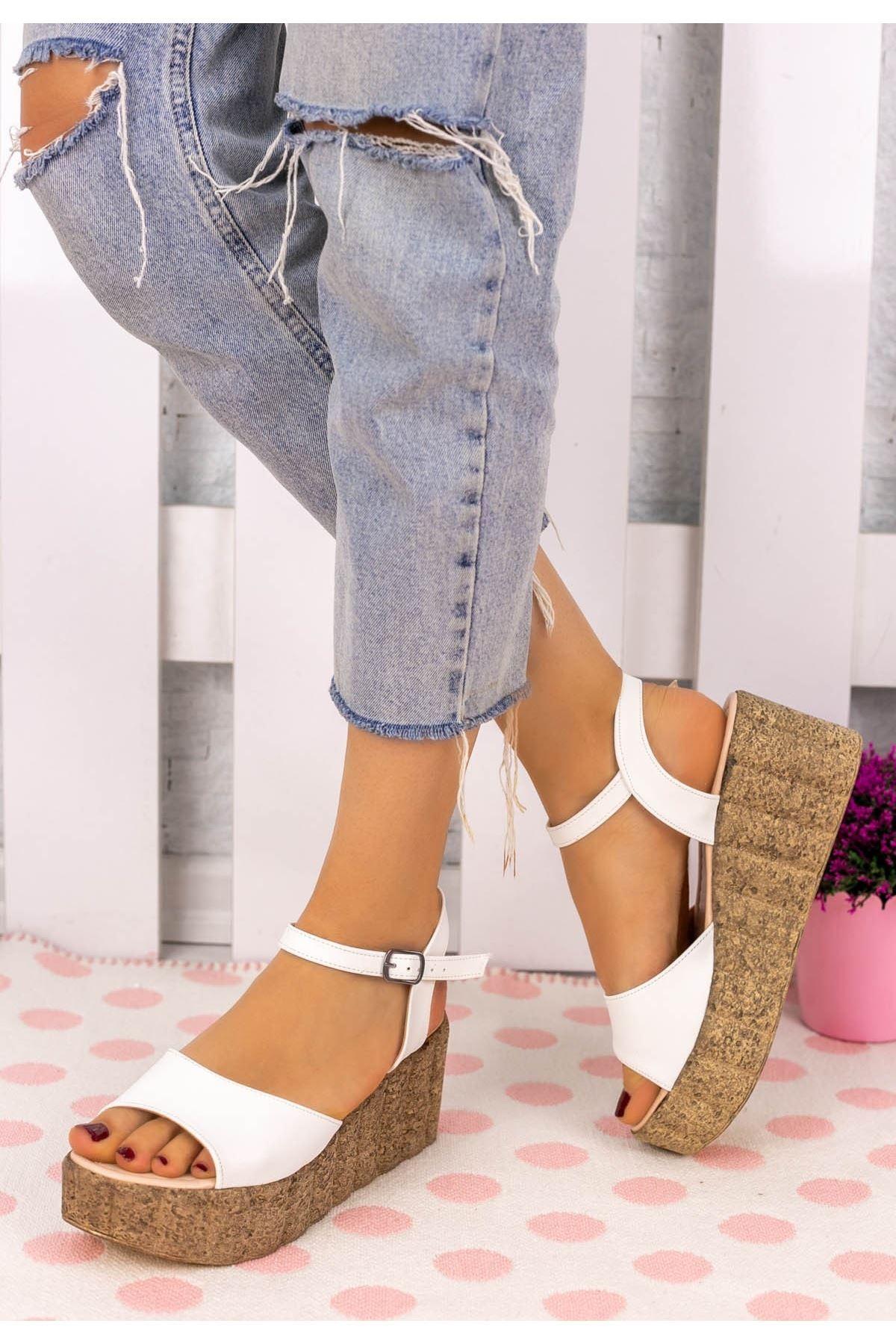 Madix Beyaz Cilt Dolgu Topuk Sandalet