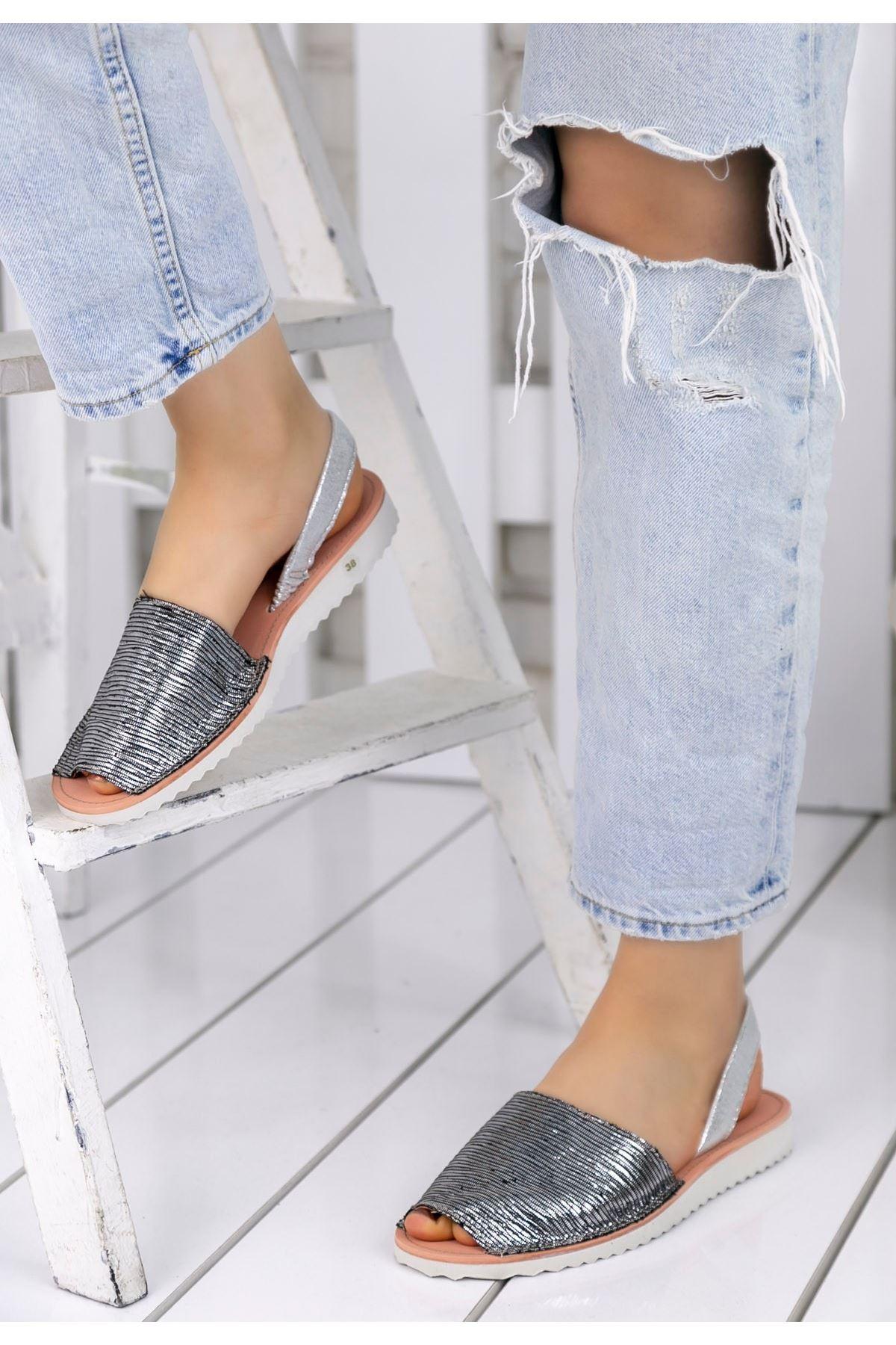 Samiye Gümüş Çizgili Sandalet