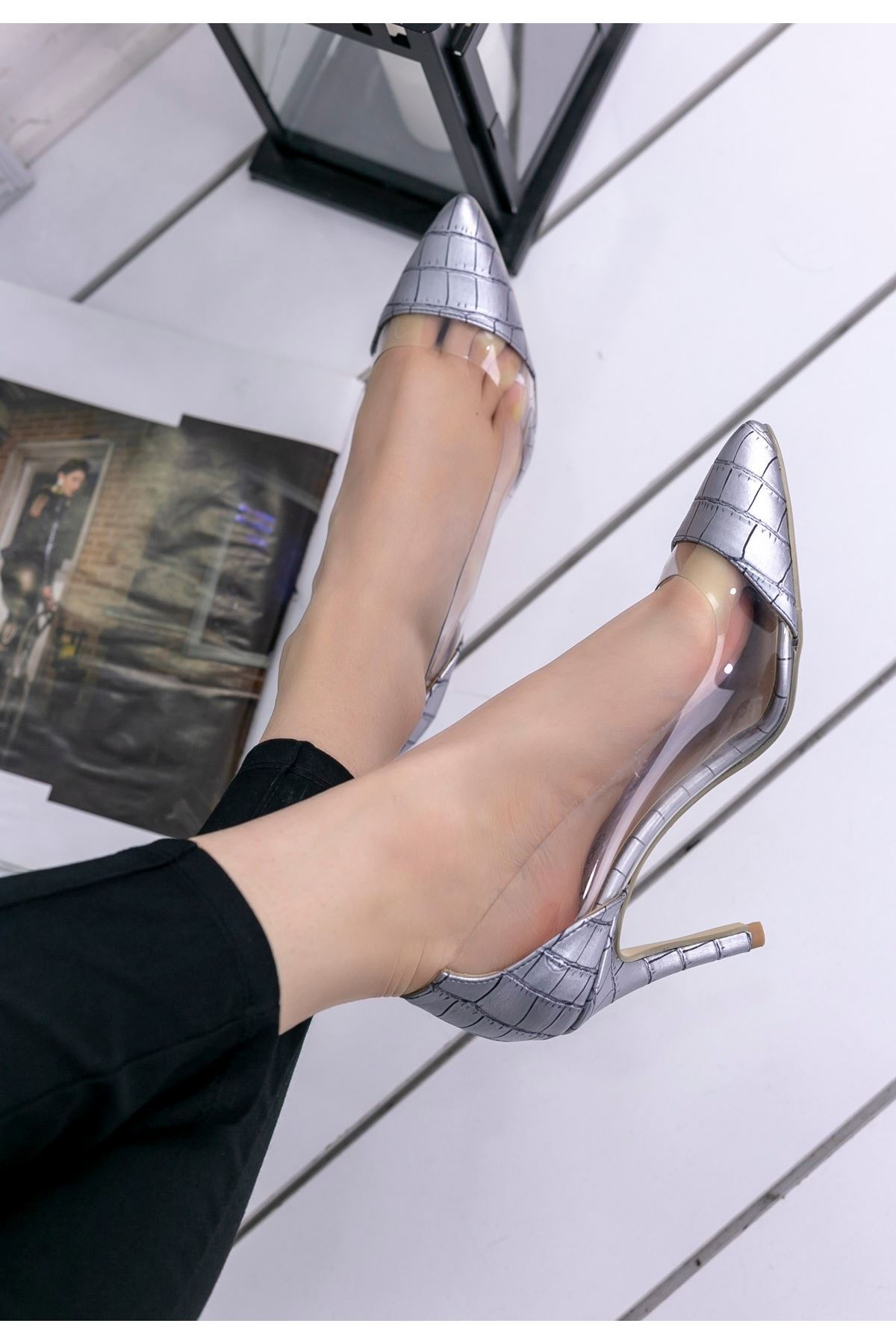 Miya Gri Cilt Çizgili Şeffaf Stiletto Ayakkabı