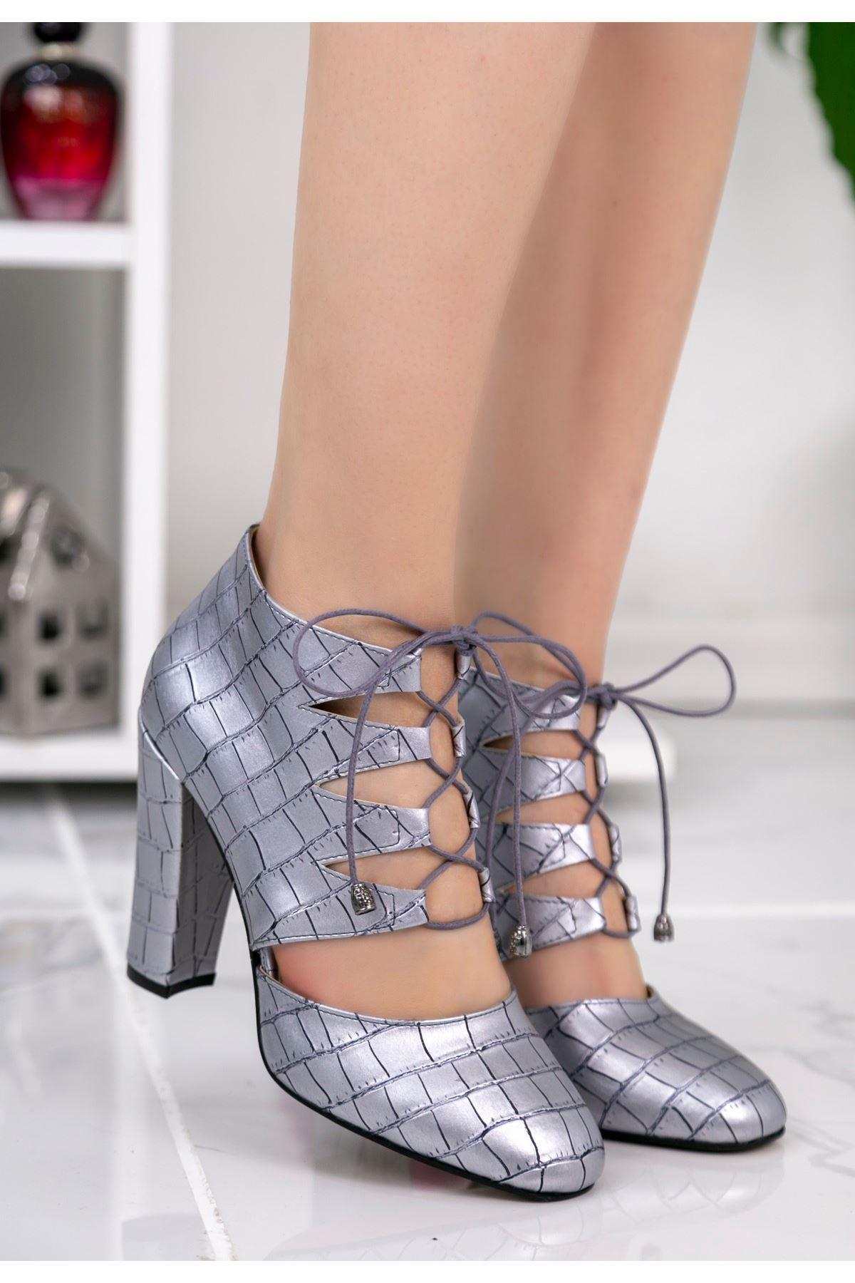 Jocey Gümüş Cilt Desenli Topuklu Ayakkabı