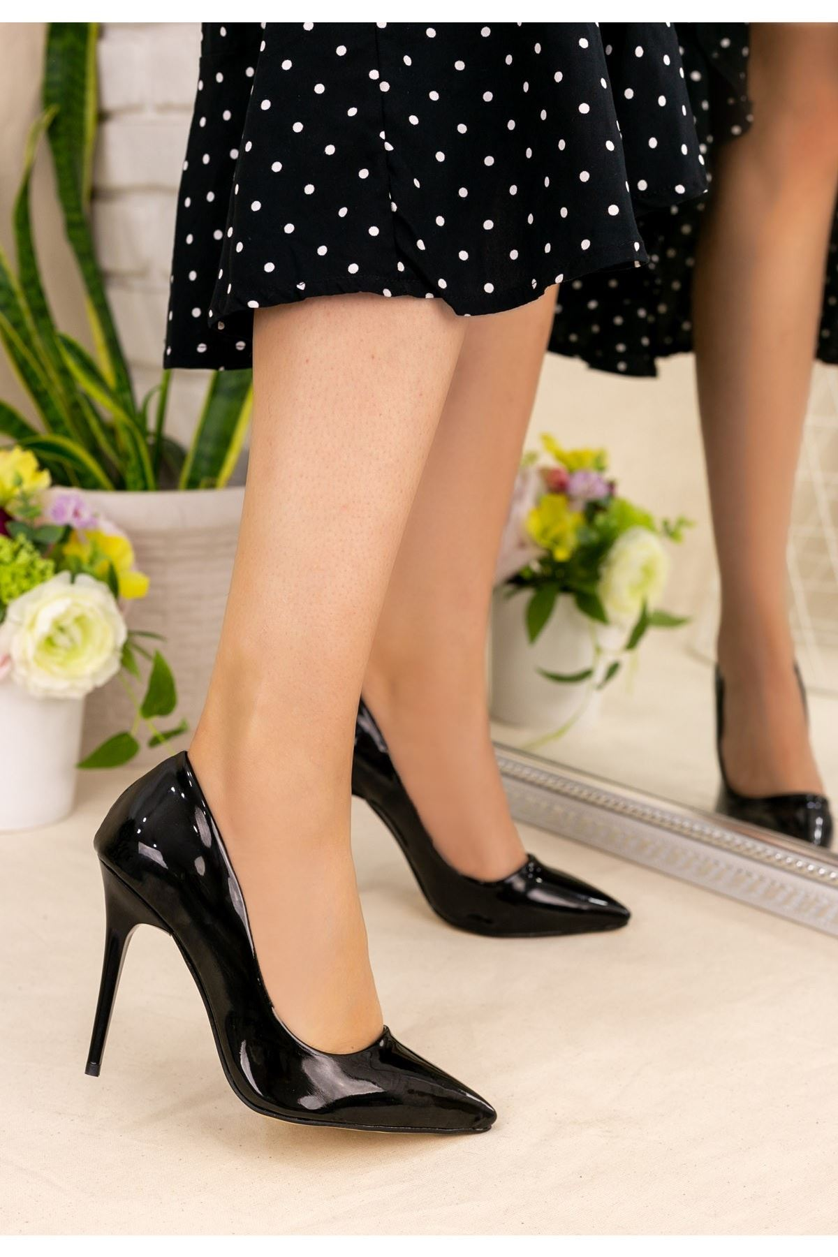 Muad Siyah Rugan Stiletto Ayakkabı