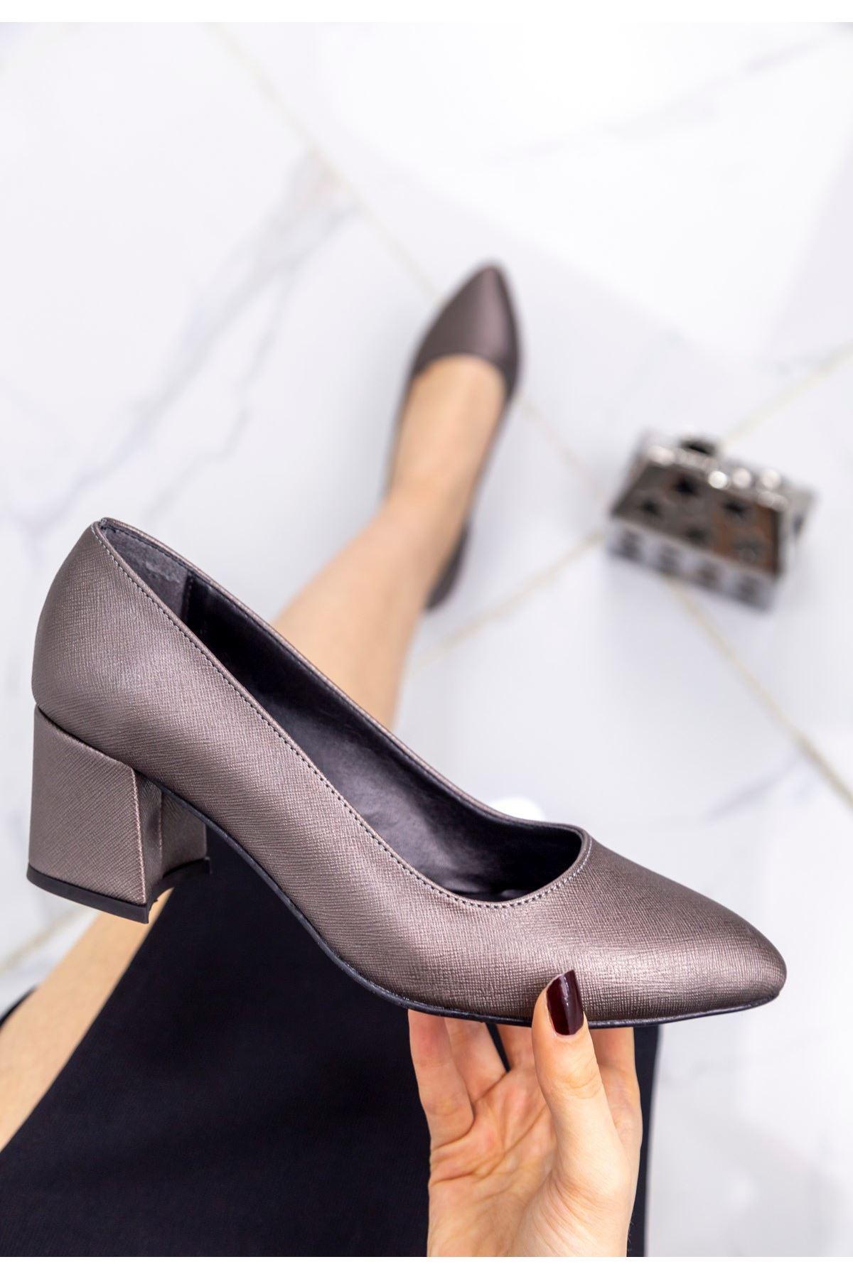 Sever Platin Cilt Desenli Topuklu Ayakkabı