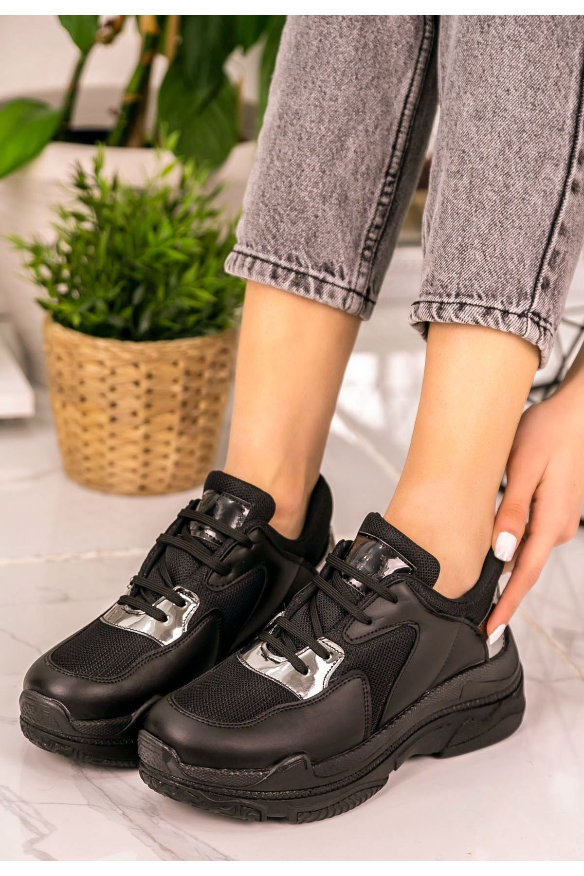 Jare Siyah Cilt Platin Rugan Detaylı Spor Ayakkabı