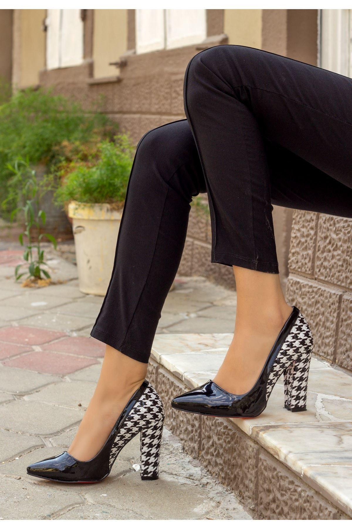 Vart Siyah Rugan Kaz Ayağı Topuklu Ayakkabı