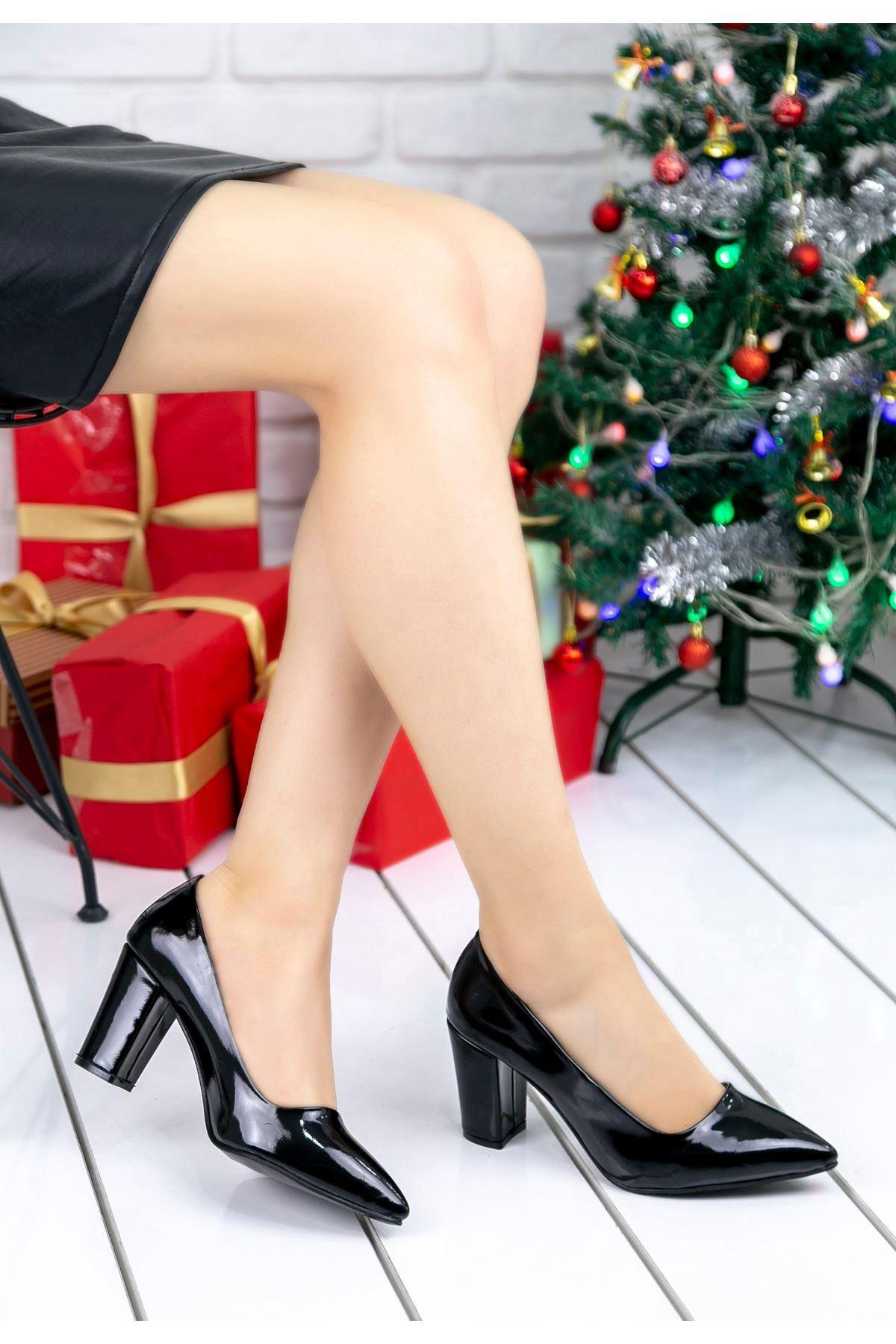 Sammi Siyah Rugan Topuklu Ayakkabı
