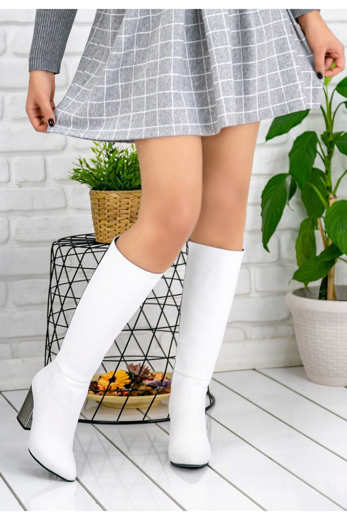 Morena Beyaz Cilt Rugan Topuklu Çizme