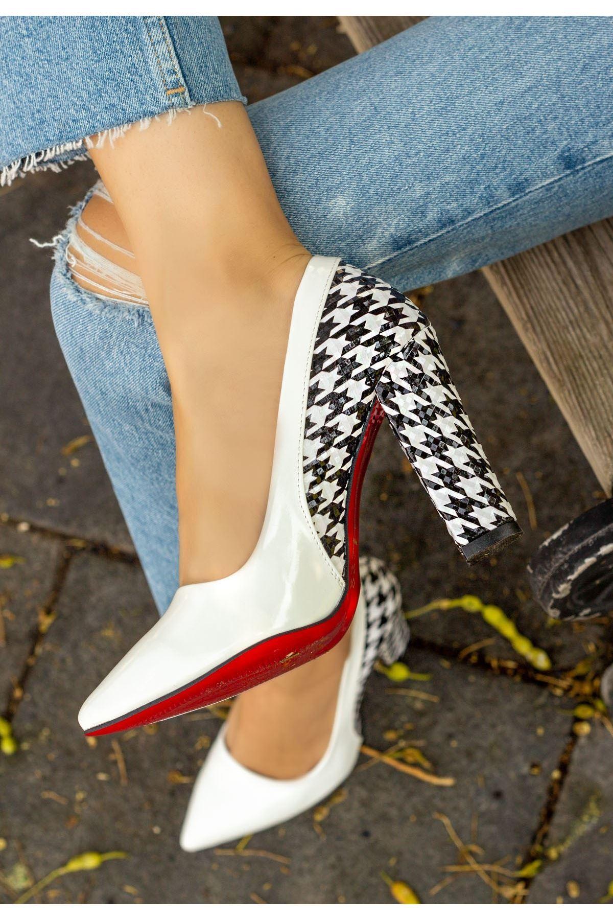 Vart Beyaz Rugan Kaz Ayağı Topuklu Ayakkabı