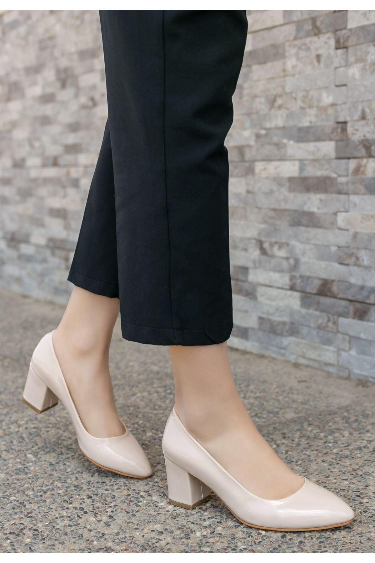 Lehisa Krem Rugan Topuklu Ayakkabı