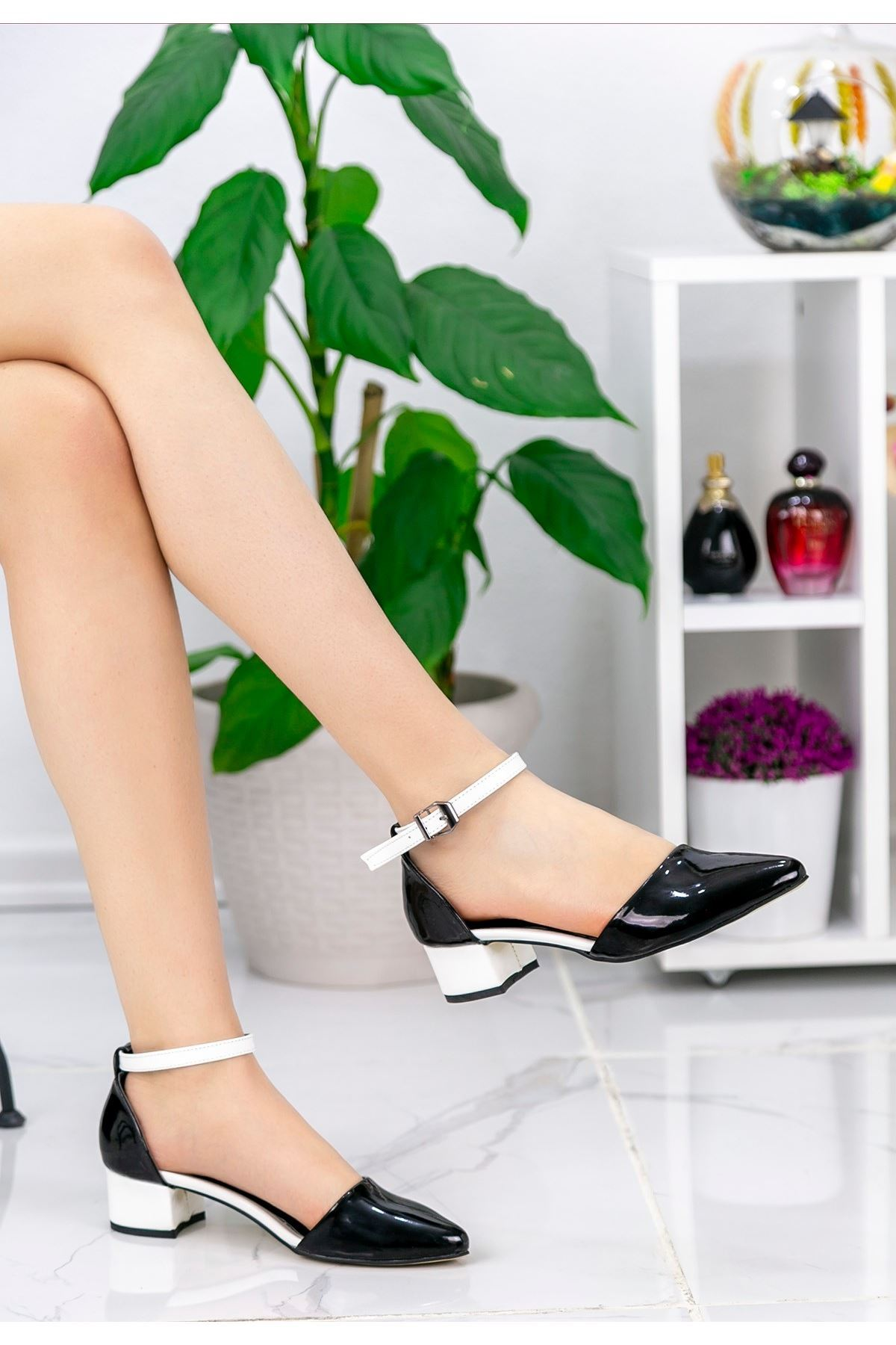 Pavla Siyah Rugan Beyaz Topuklu Ayakkabı