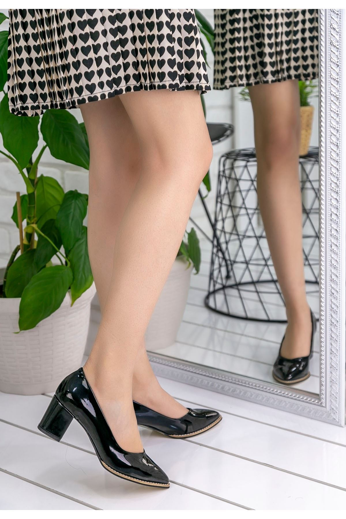 Sieni Siyah Rugan Topuklu Ayakkabı