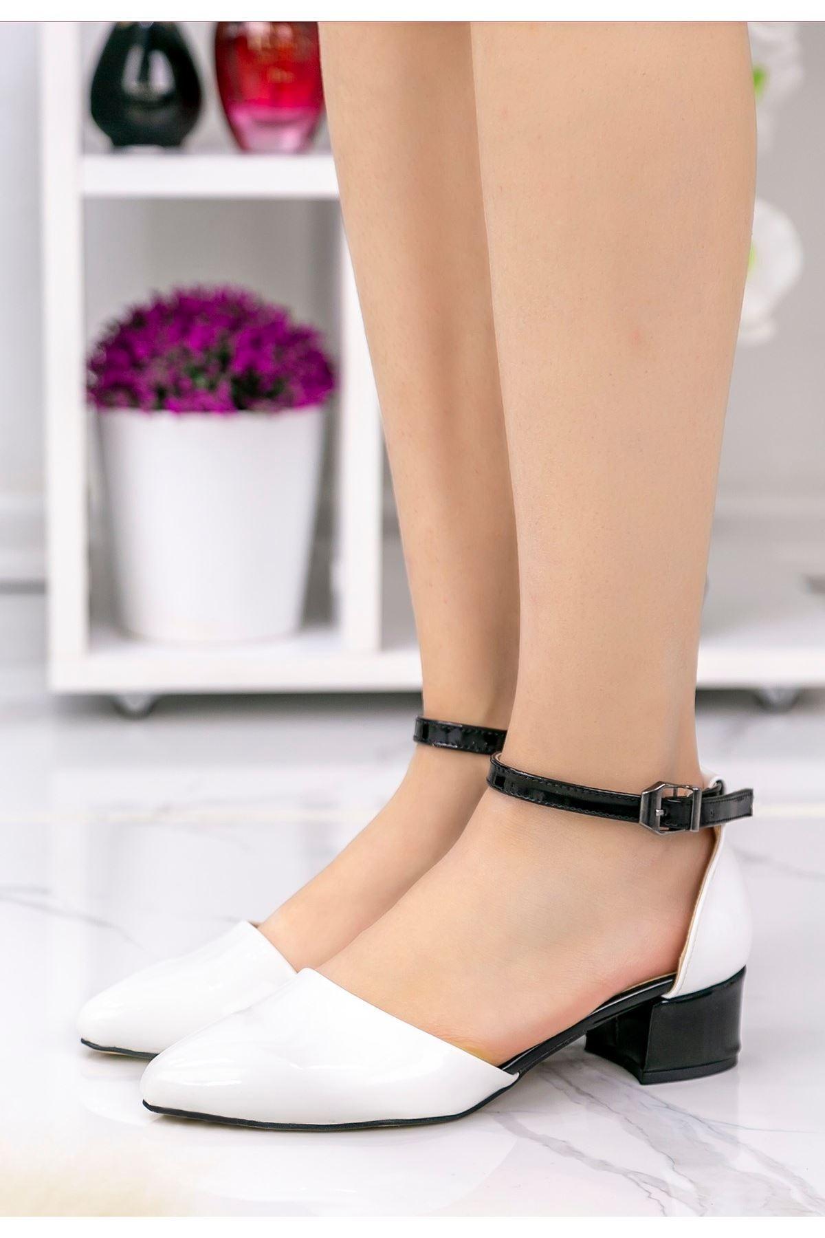 Pavla Beyaz Rugan Siyah Topuklu Ayakkabı