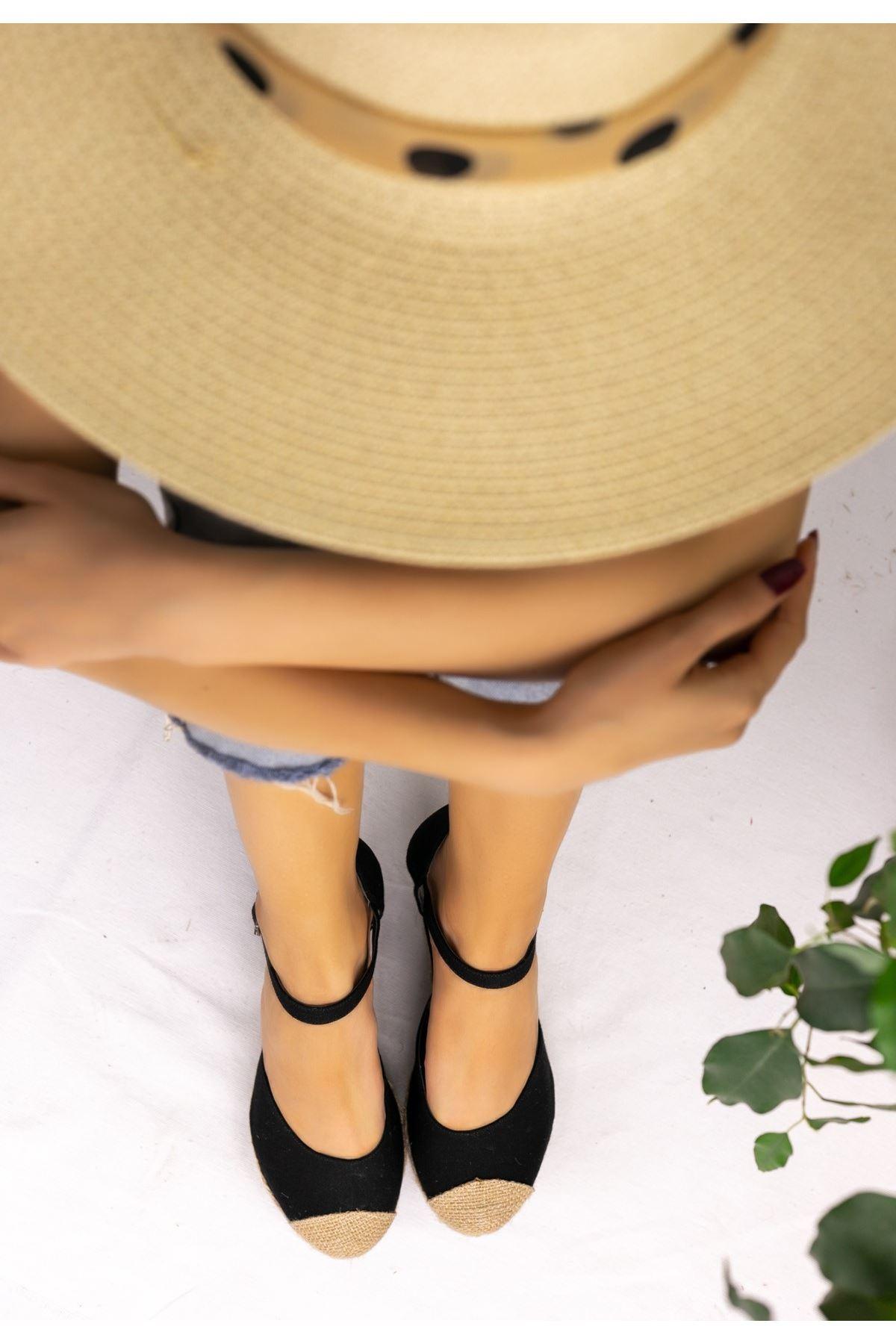 Neyma Siyah Keten Dolgu Topuk Sandalet