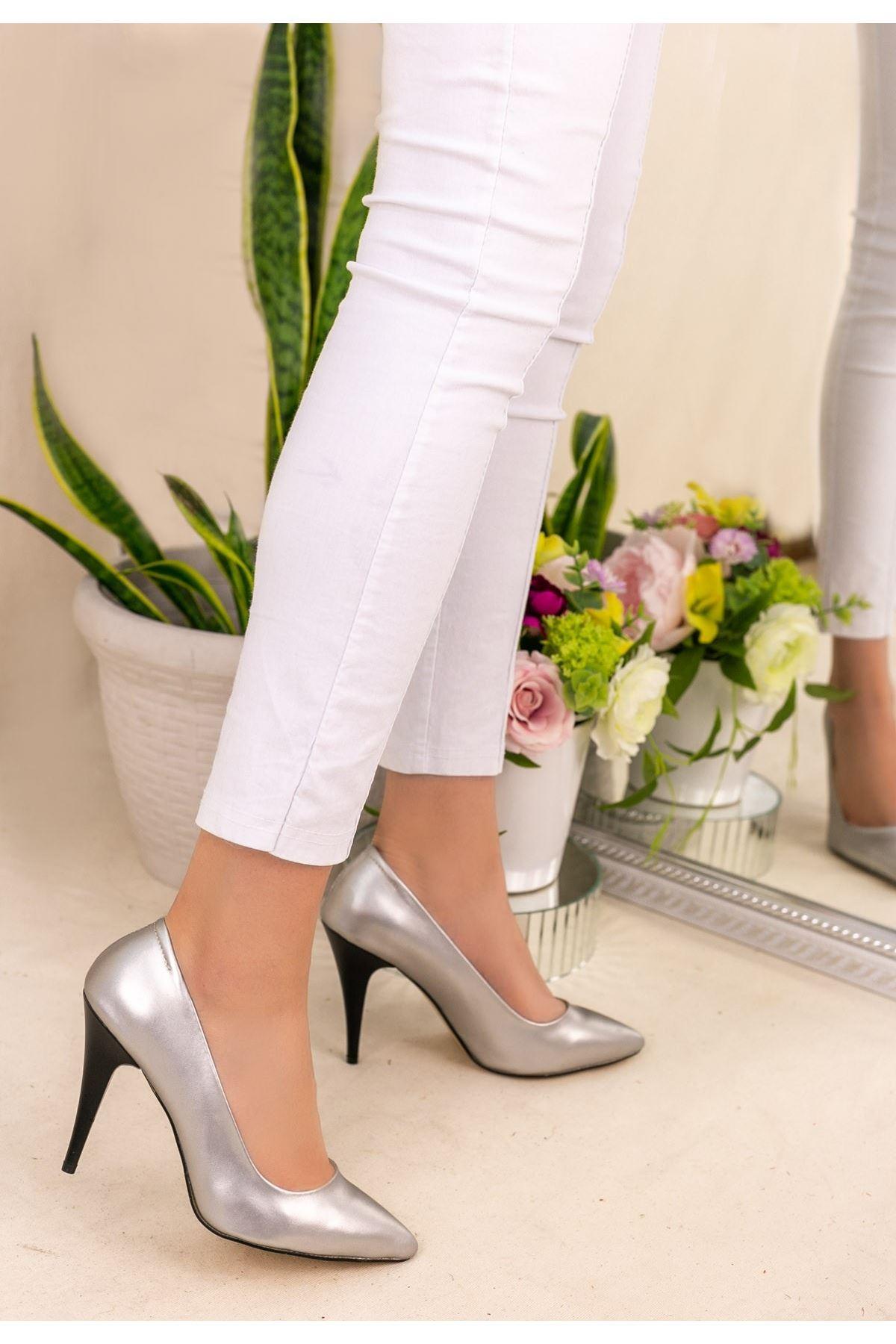 Revaxi Gümüş Cilt Stiletto Ayakkabı