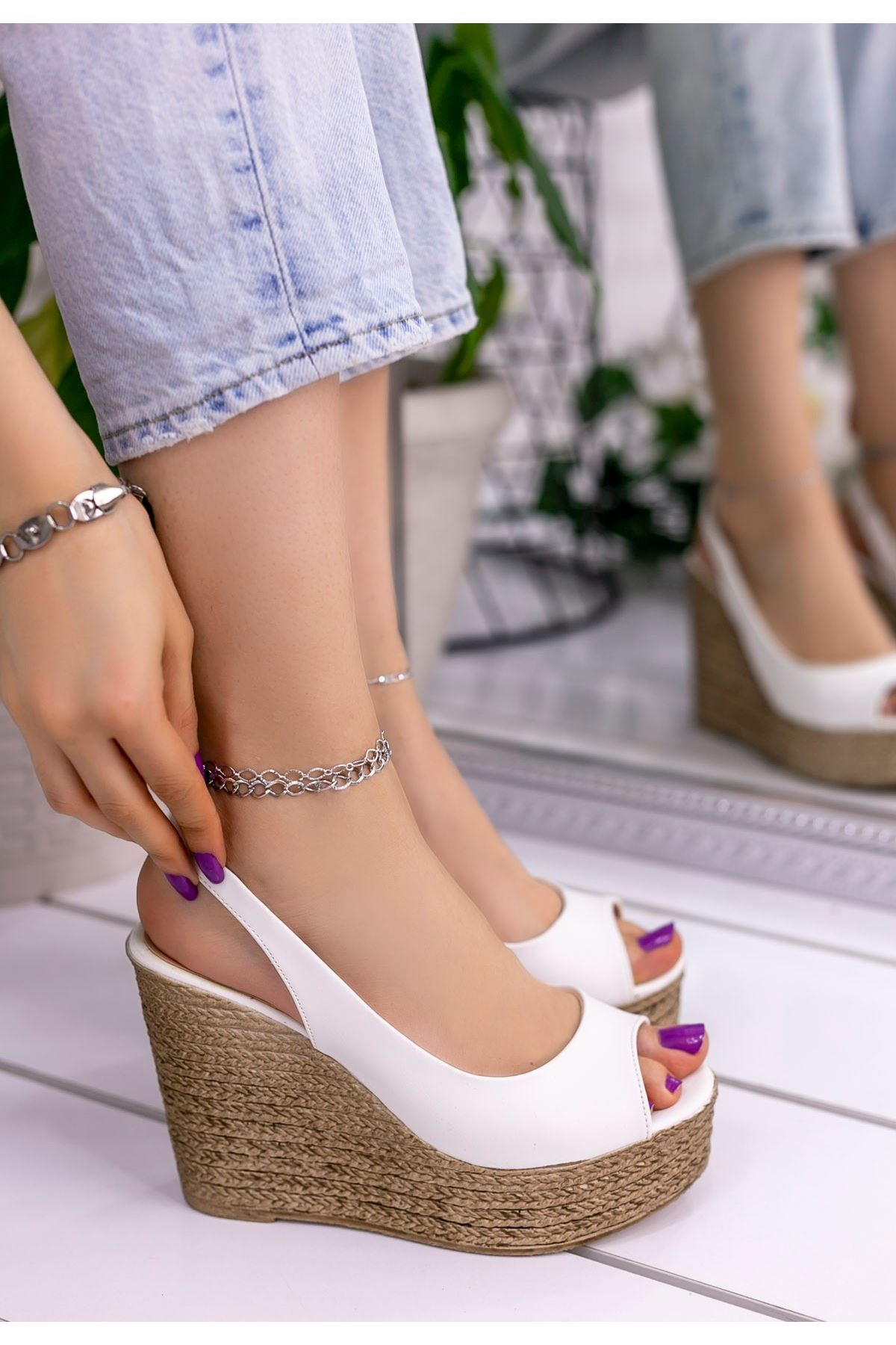 Sary Beyaz Cilt Dolgu Topuk Sandalet