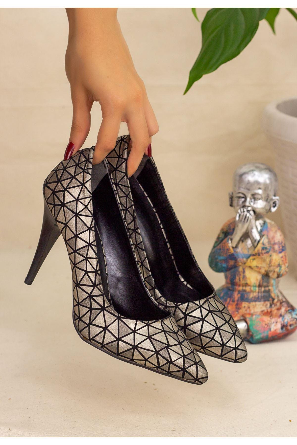 Revaxi Platin Cilt Desenli Stiletto Ayakkabı