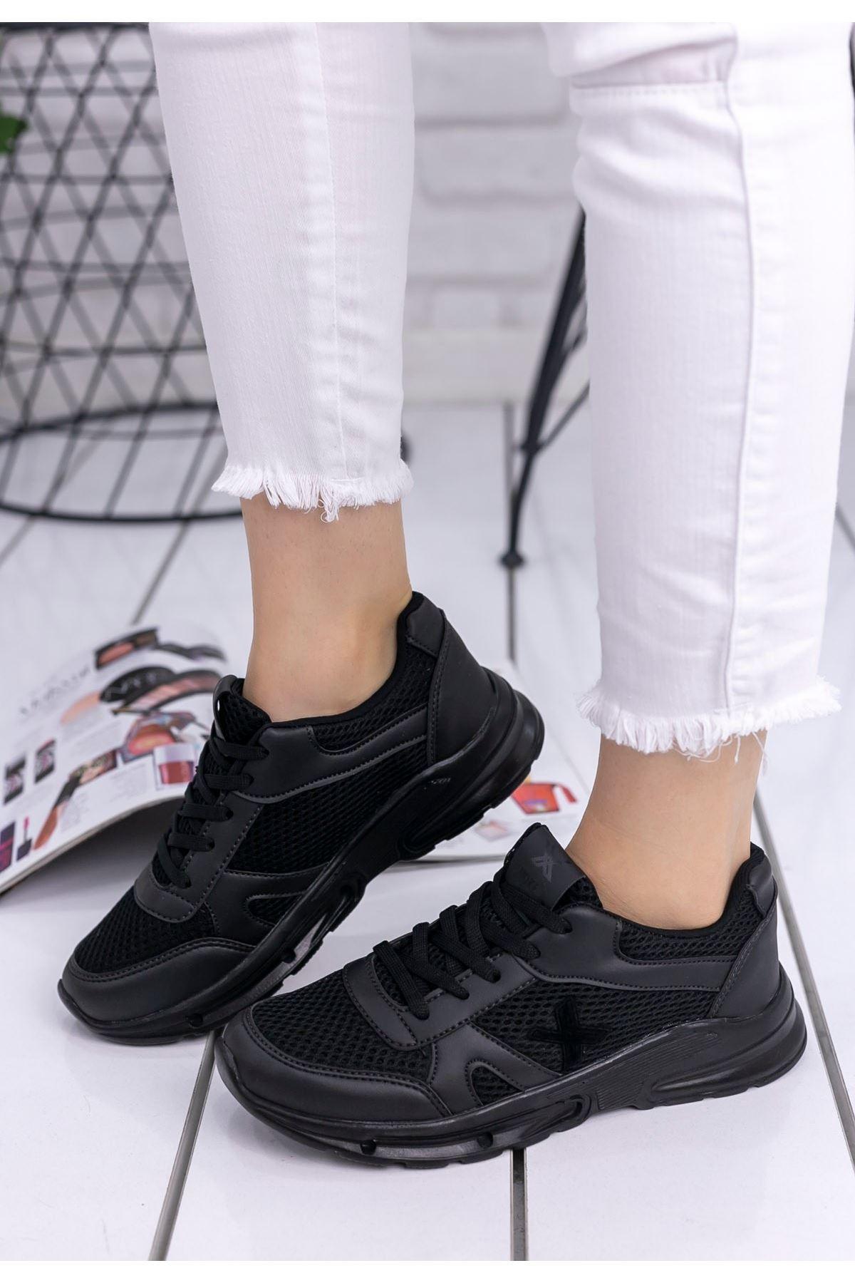 Selis Siyah Cilt Fileli Spor Ayakkabı