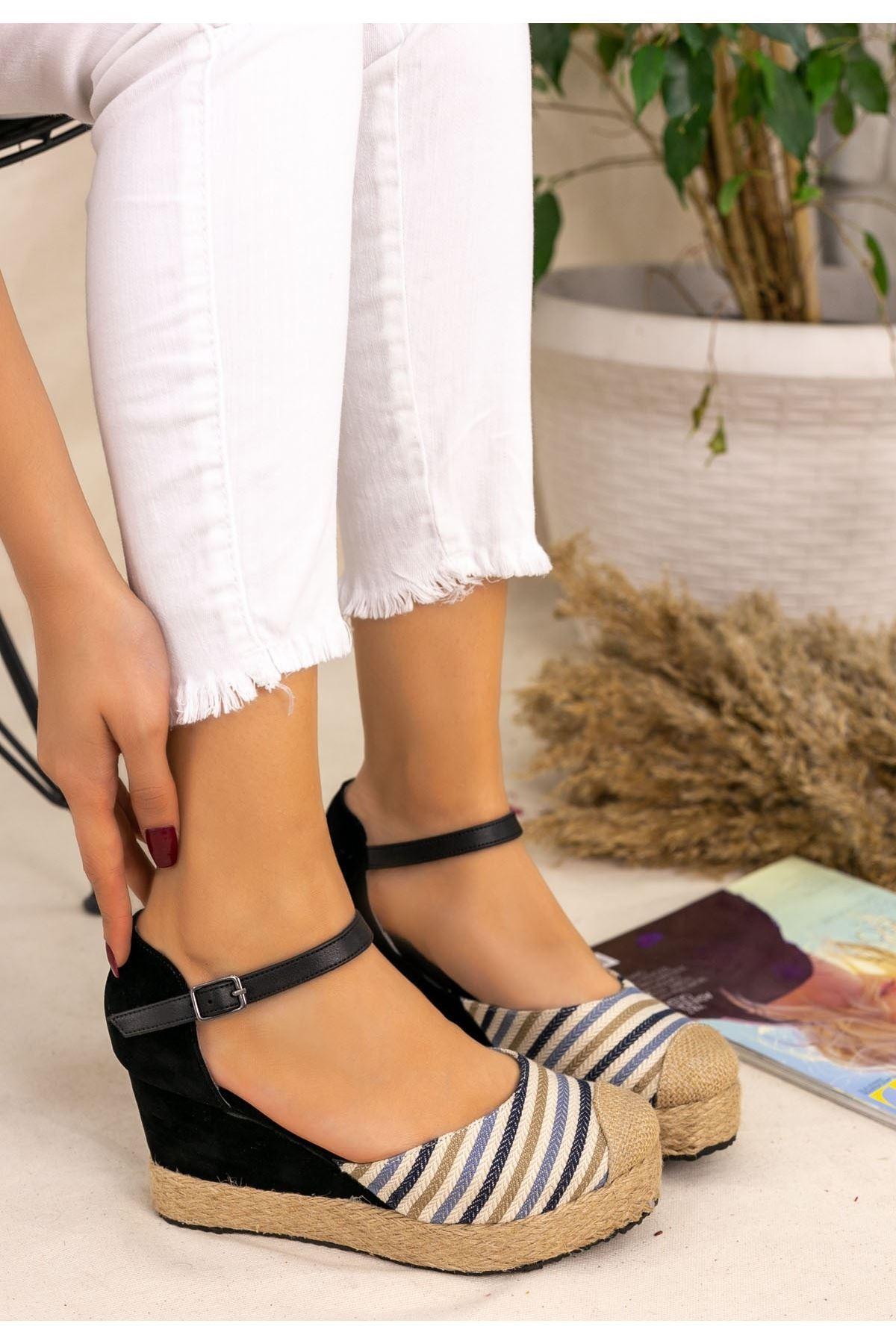 Neyma Siyah Süet Hasır Detaylı Sandalet