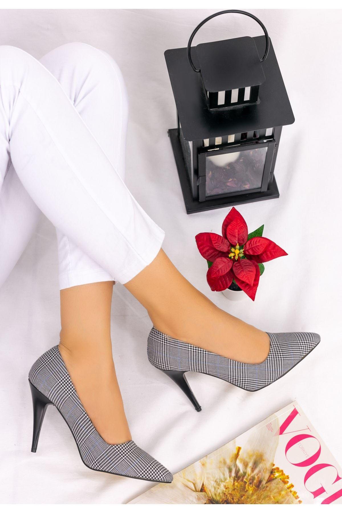 Revaxi Beyaz Ekose Stiletto Ayakkabı