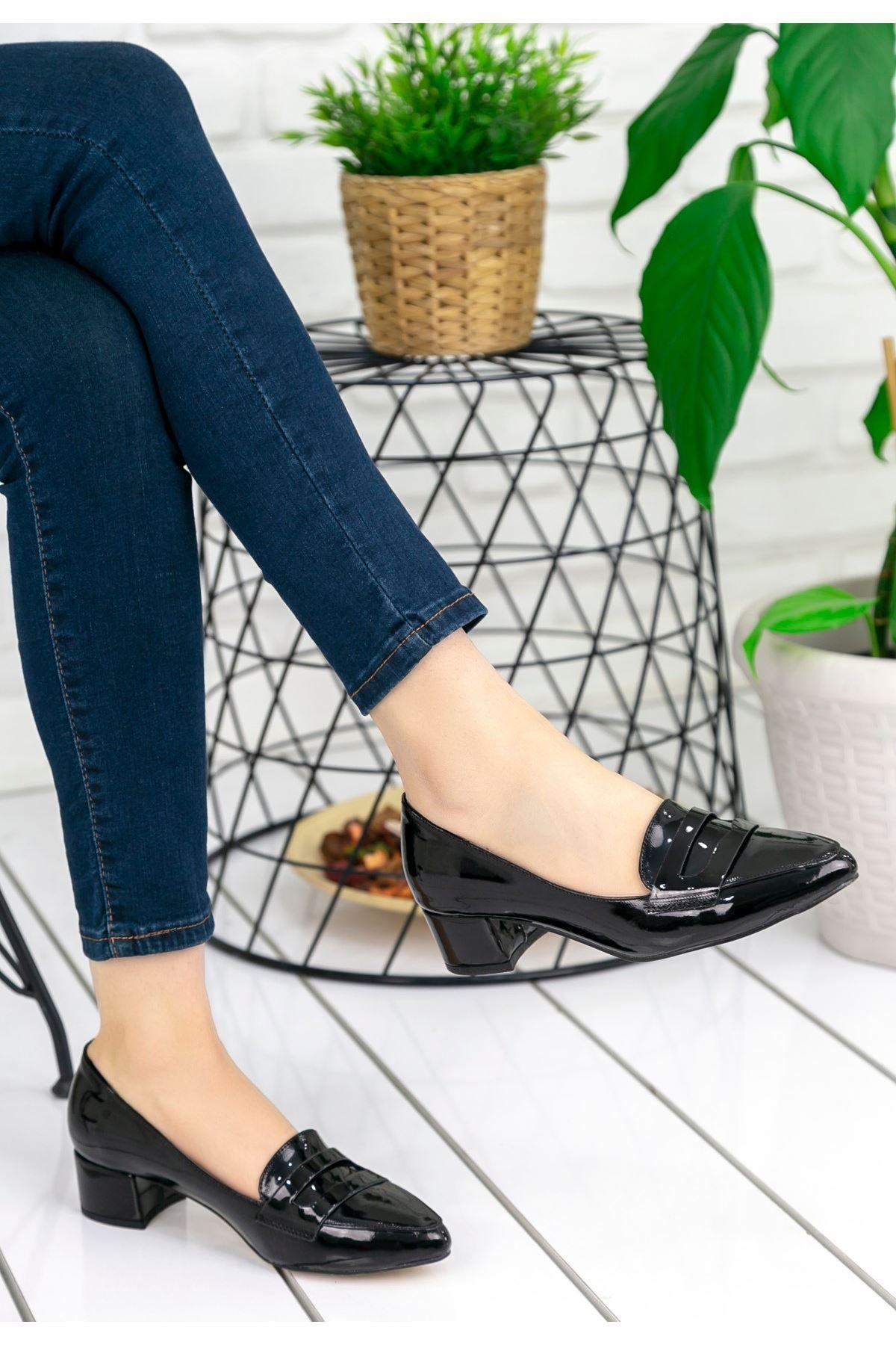 Reyna Siyah Rugan Topuklu Ayakkabı