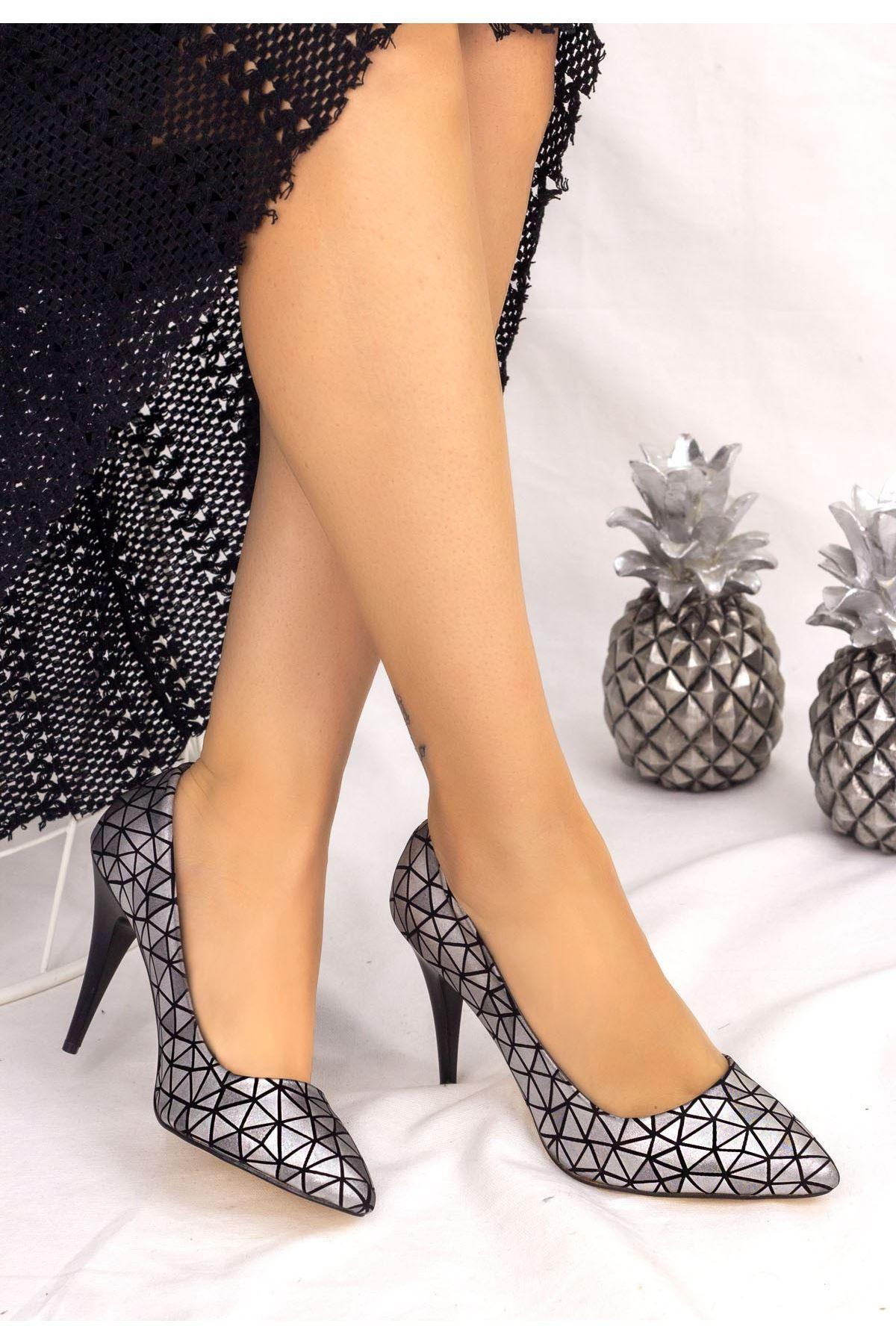 Revaxi Gümüş Cilt Desenli Stiletto Ayakkabı