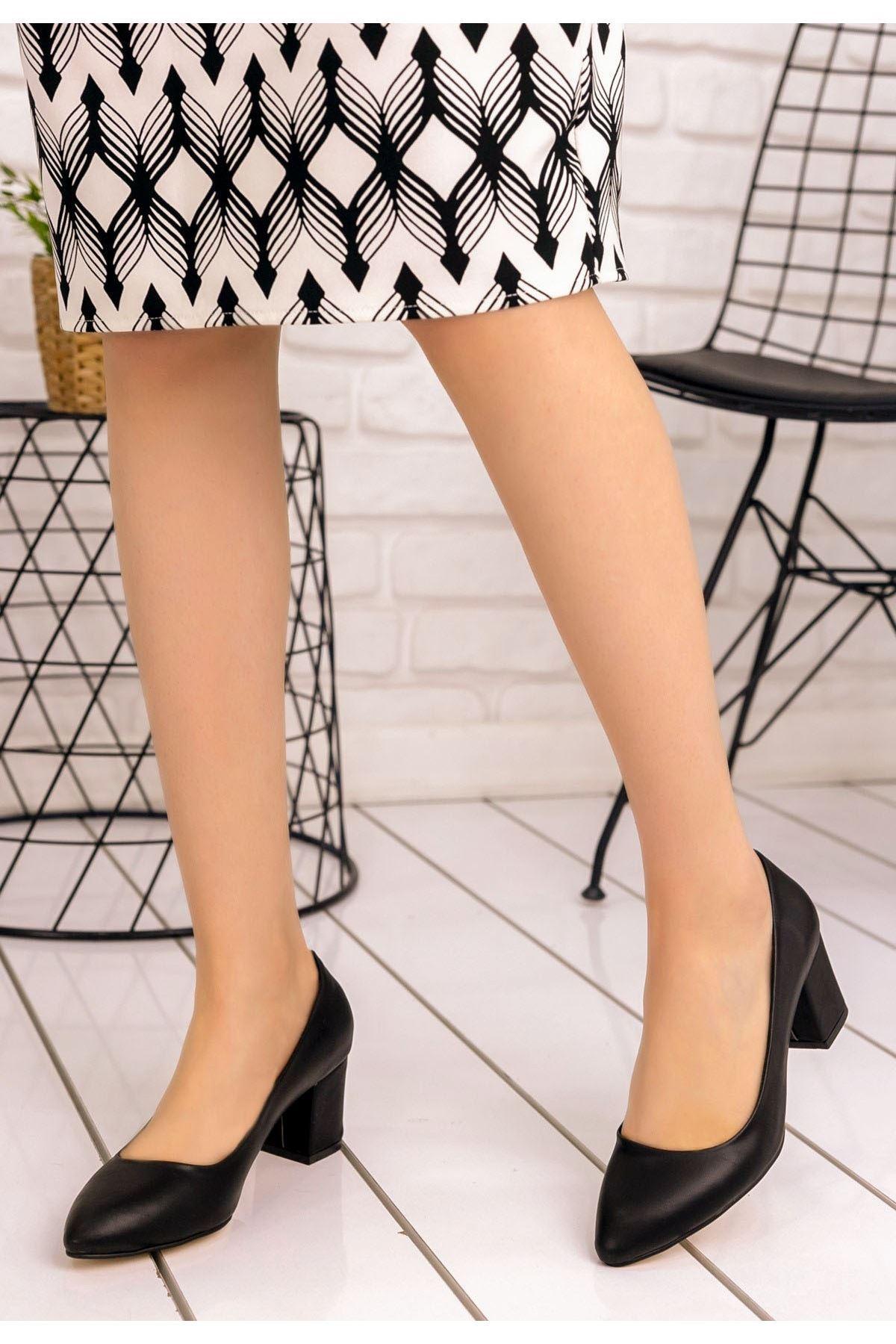 Lehisa Siyah Cilt Topuklu Ayakkabı