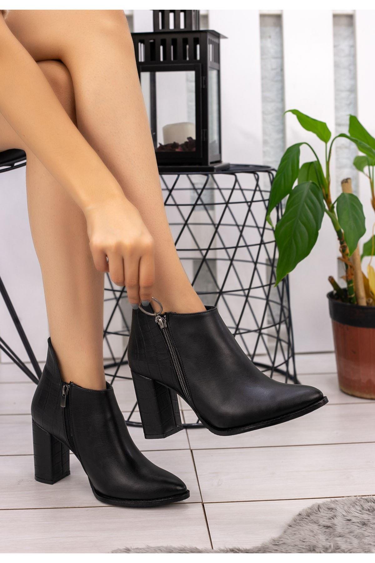 Clarin Siyah Cilt Topuklu Bot