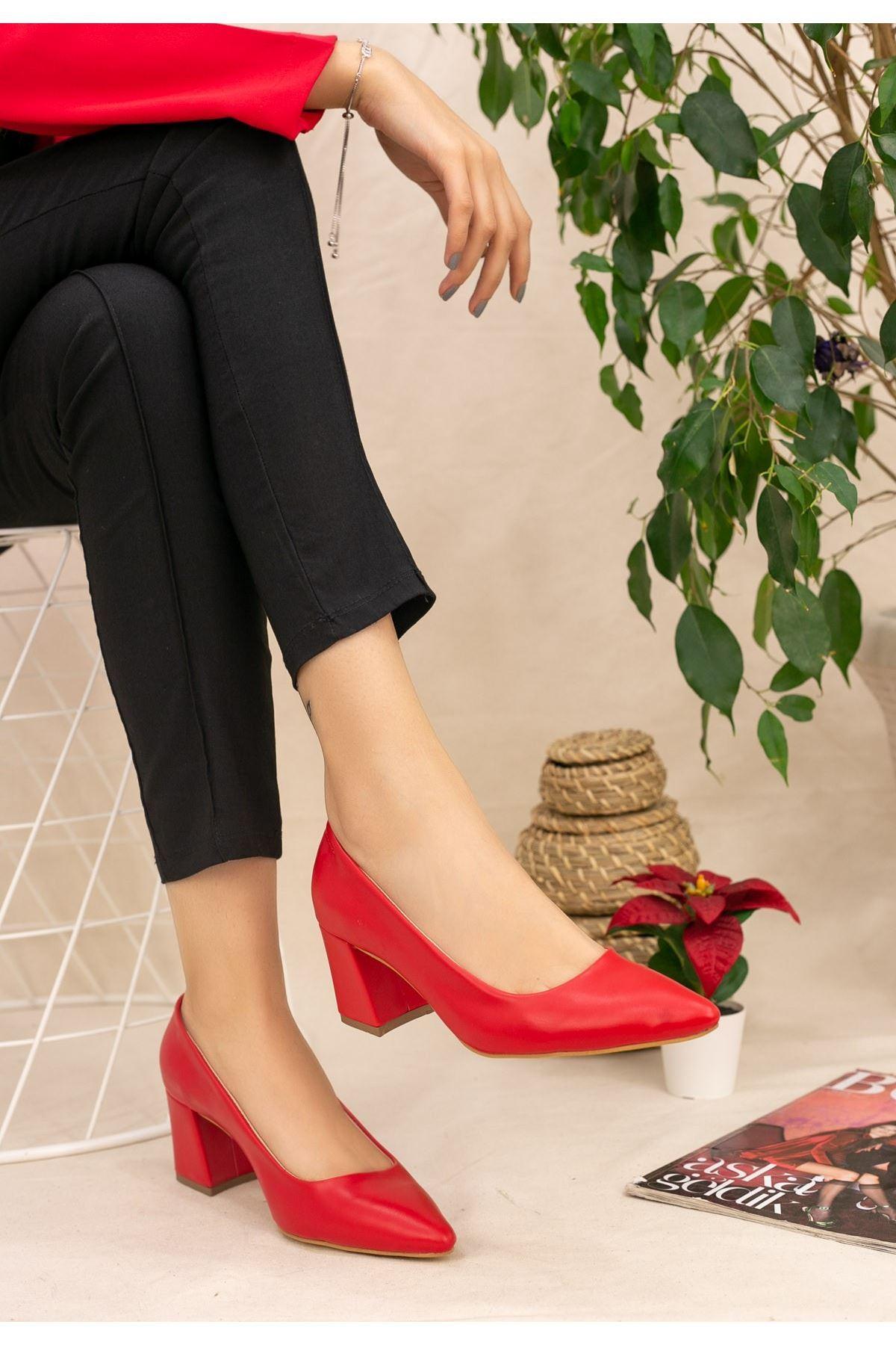Manina Kırmızı Cilt Topuklu Ayakkabı