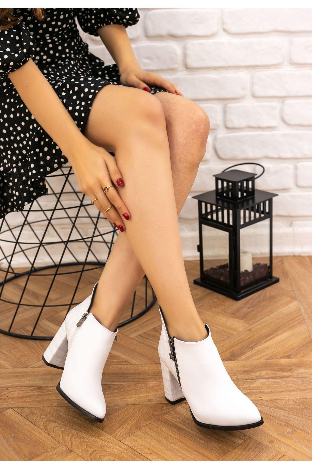 Clarin Beyaz Cilt Topuklu Bot