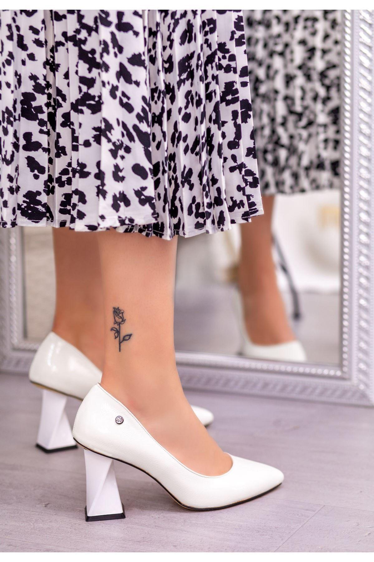Raff Beyaz Rugan Topuklu Ayakkabı