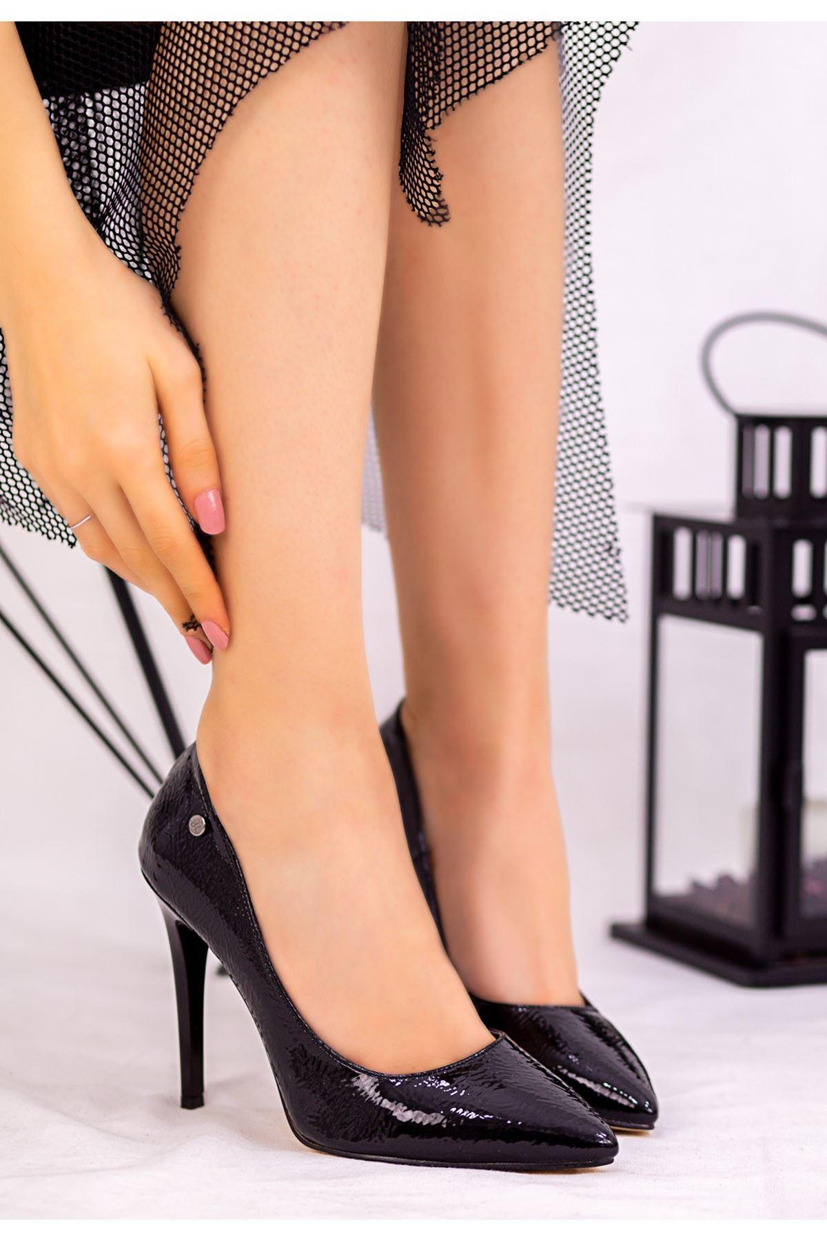 Revaxi Siyah Rugan Desenli Stiletto Ayakkabı