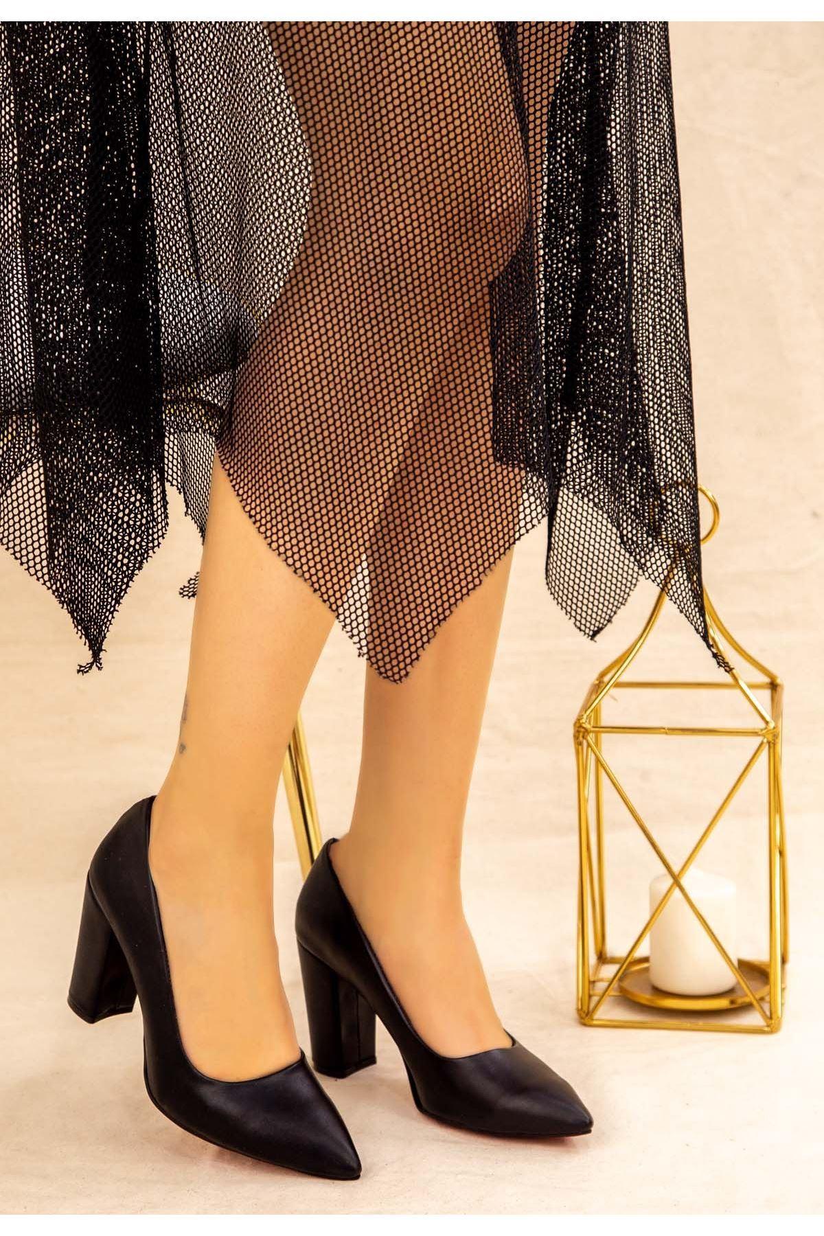 Elin Siyah Cilt Topuklu Ayakkabı