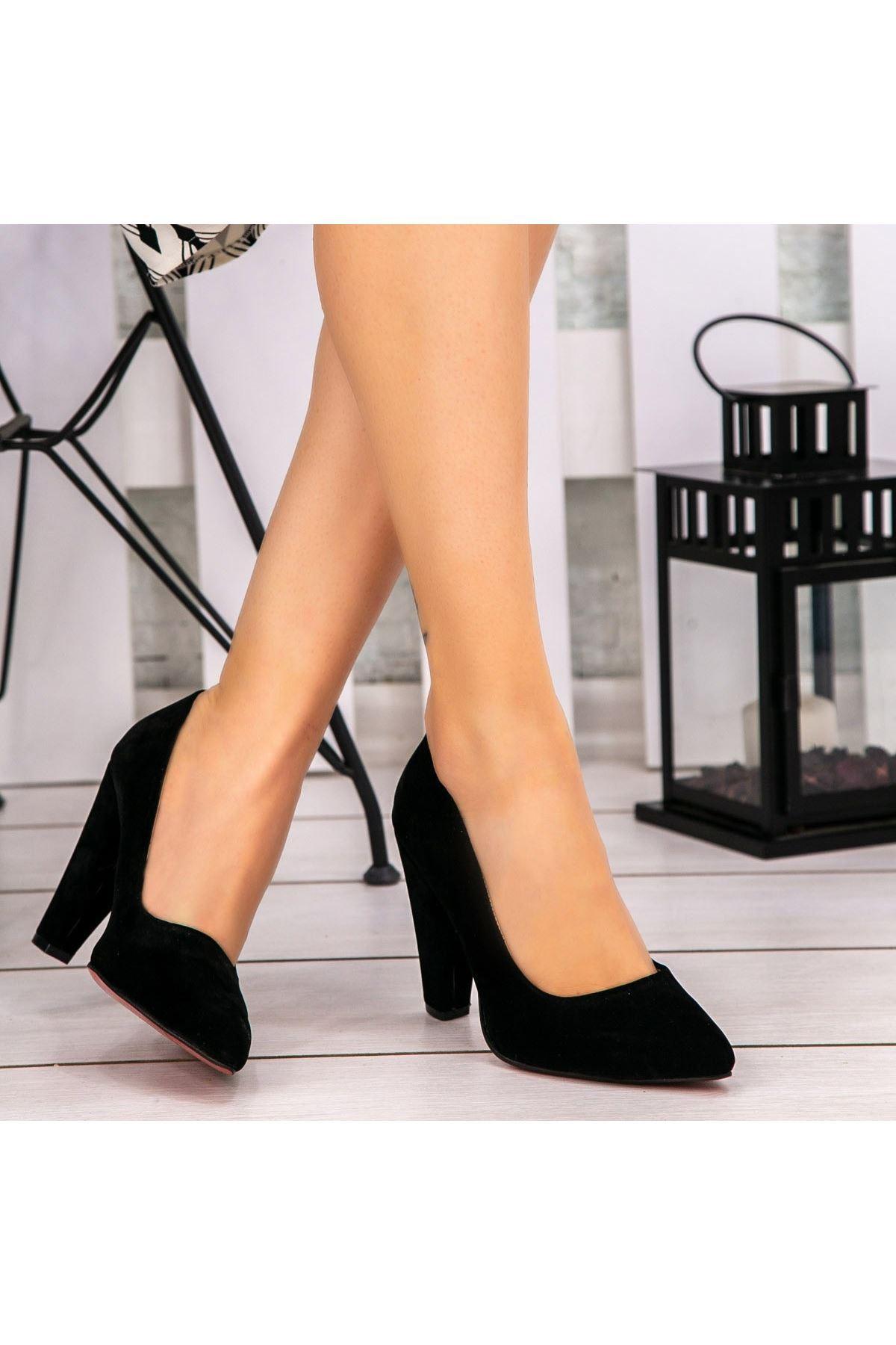 Pug Siyah Süet Topuklu Ayakkabı