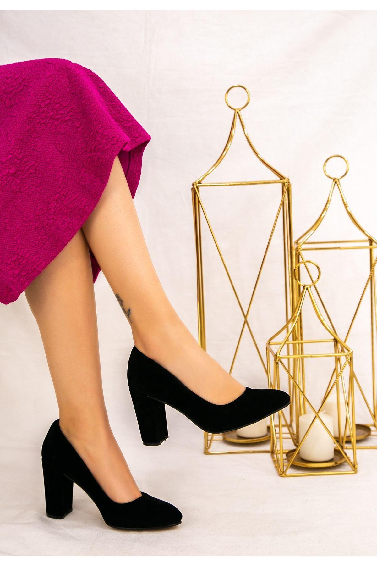 Elin Siyah Süet Topuklu Ayakkabı