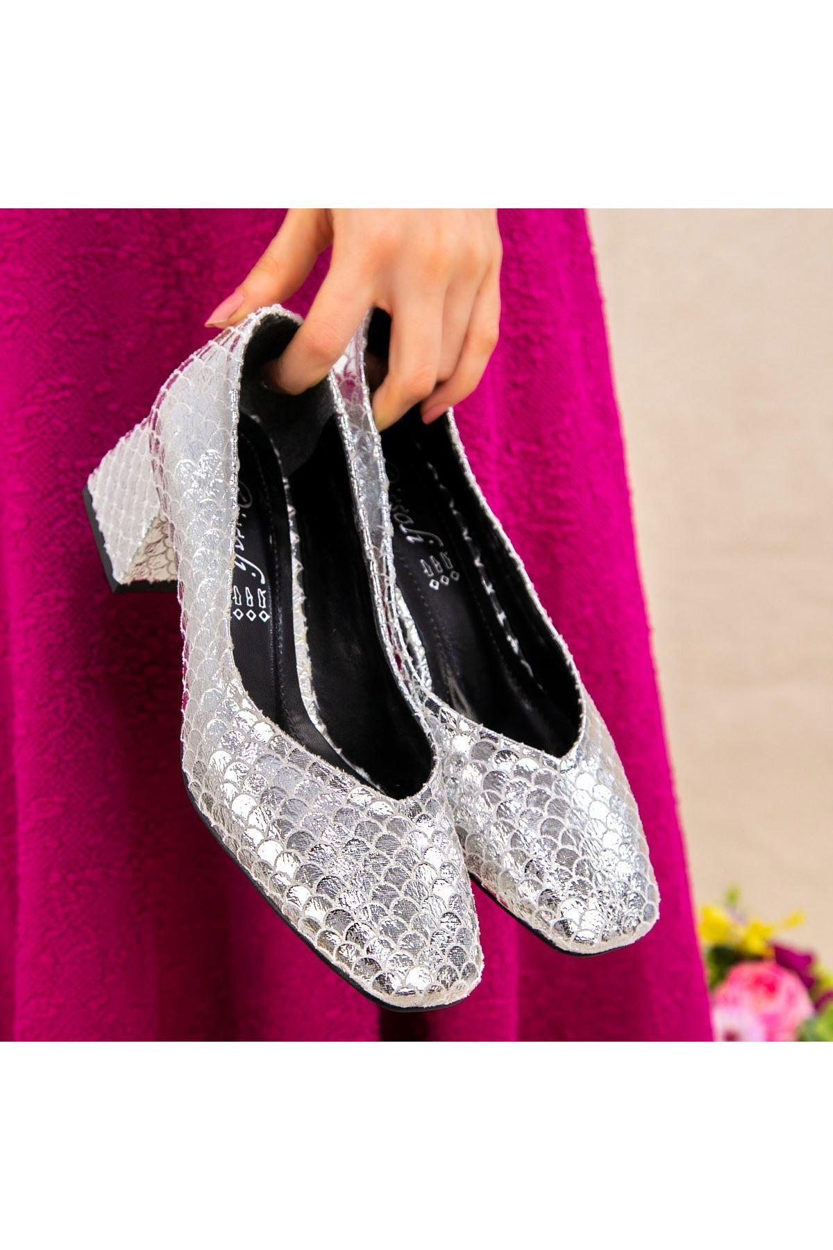Modi Gümüş Desenli Topuklu Ayakkabı