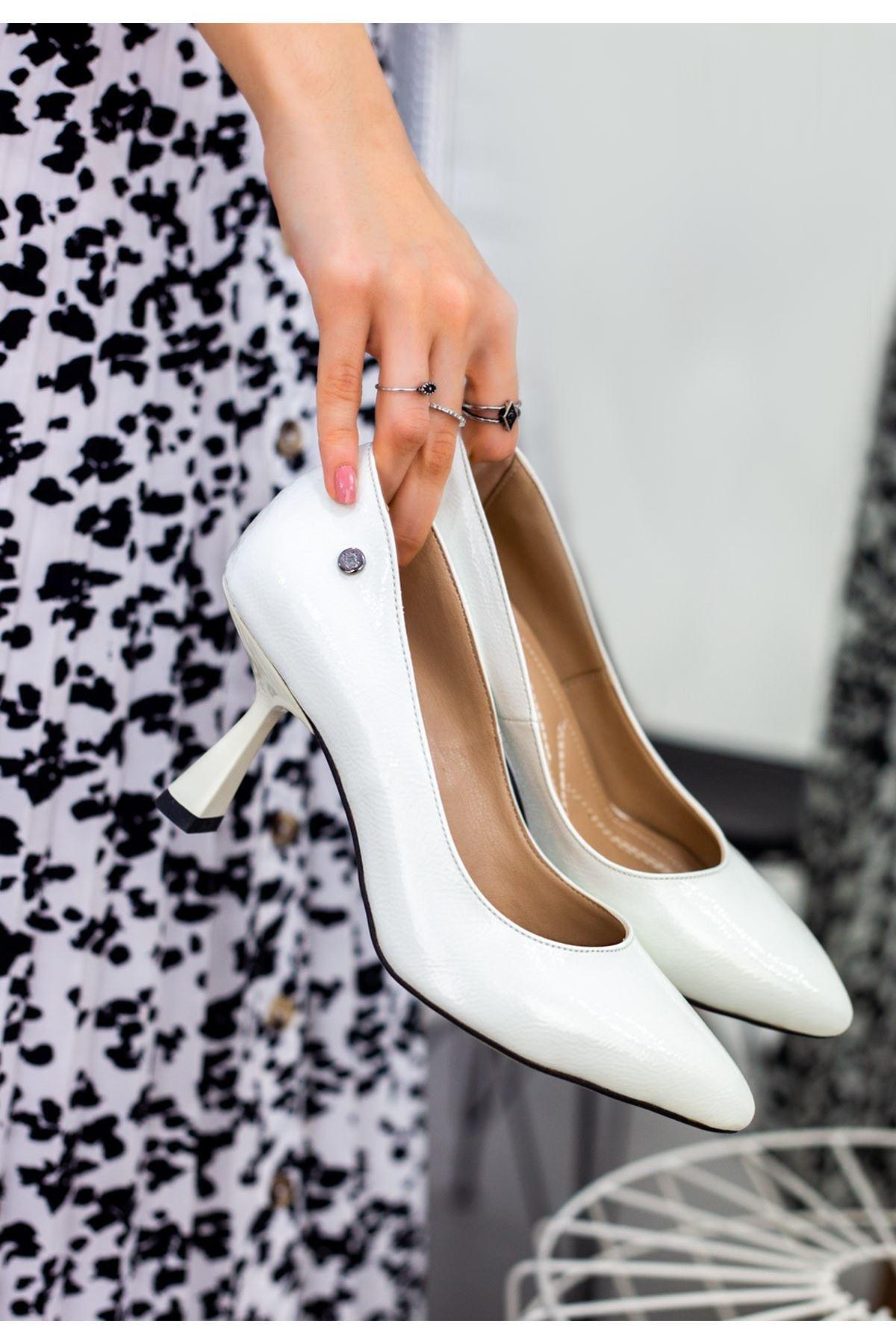 Goly Beyaz Rugan Desenli Topuklu Ayakkabı